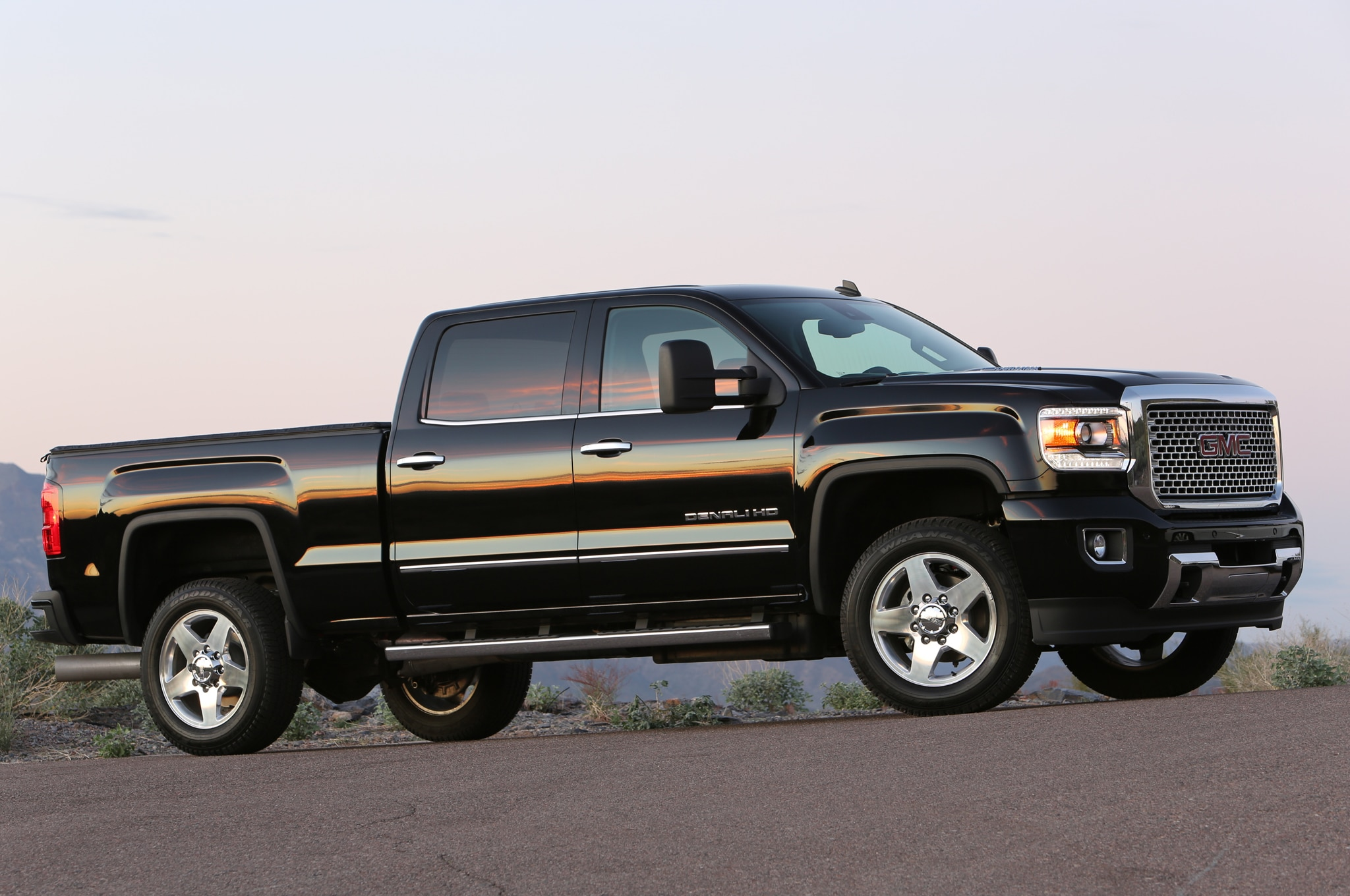 2015 GMC Sierra 2500HD Denali front three quarters view
