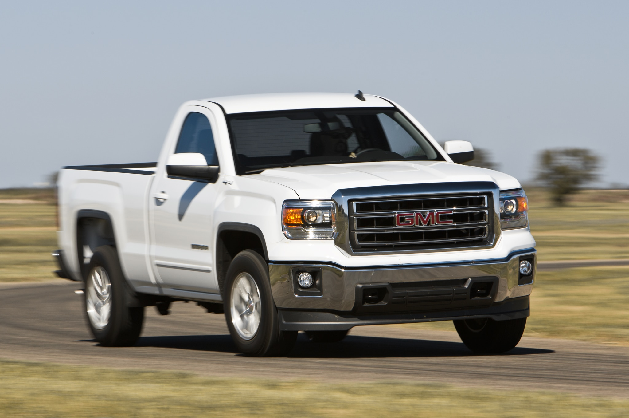 2014 GMC Sierra SLE Regular Cab front view