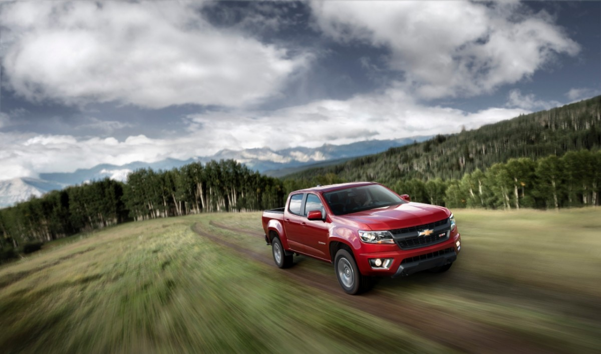 2015 Chevrolet ColoradoZ71 front offroad