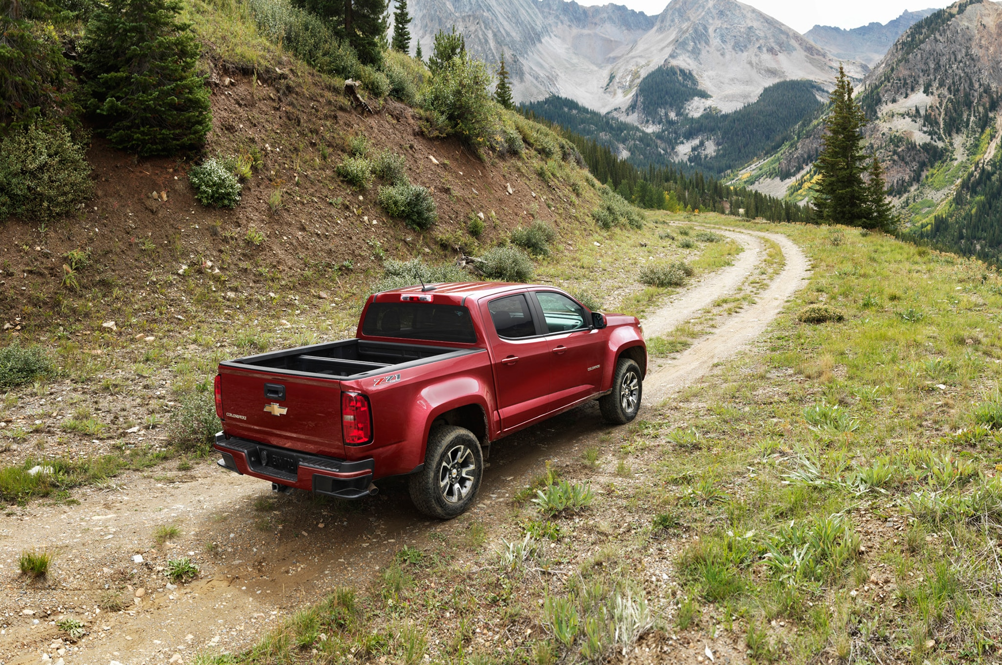 2015 Chevrolet Colorado rear three quarters 02