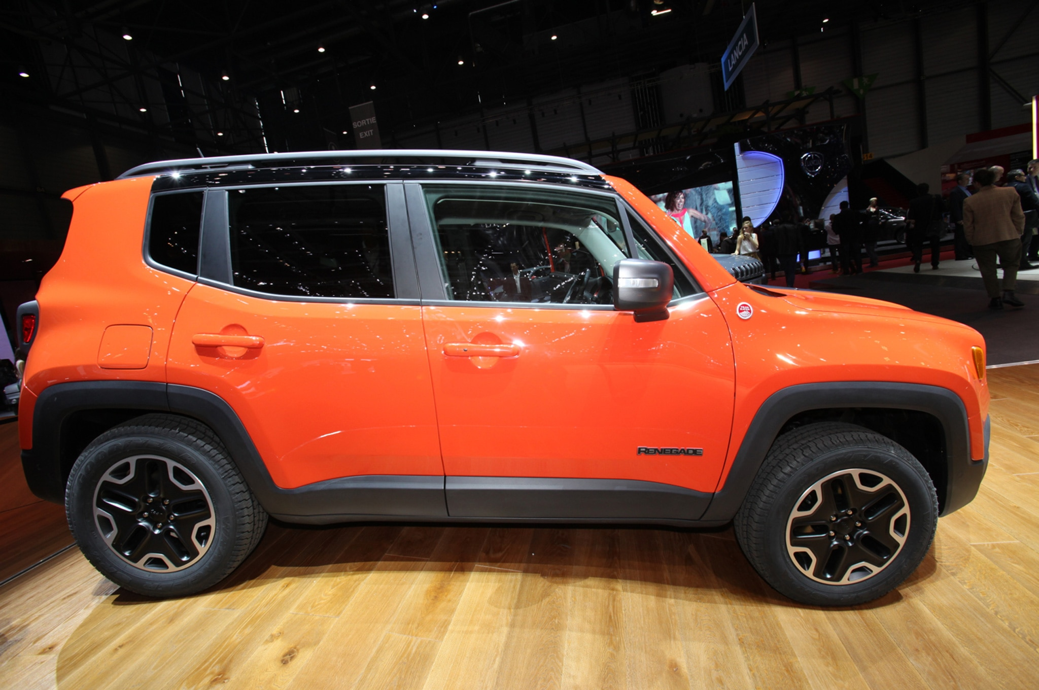 2015 Jeep Renegade Trailhawk show floor side view