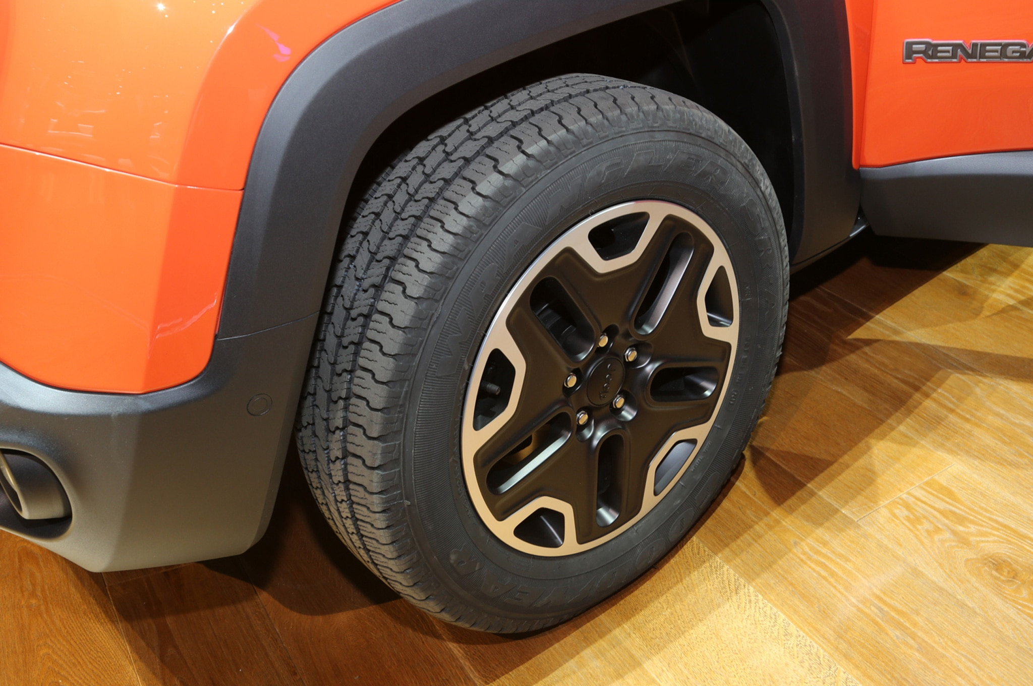 2015 Jeep Renegade Trailhawk show floor wheel
