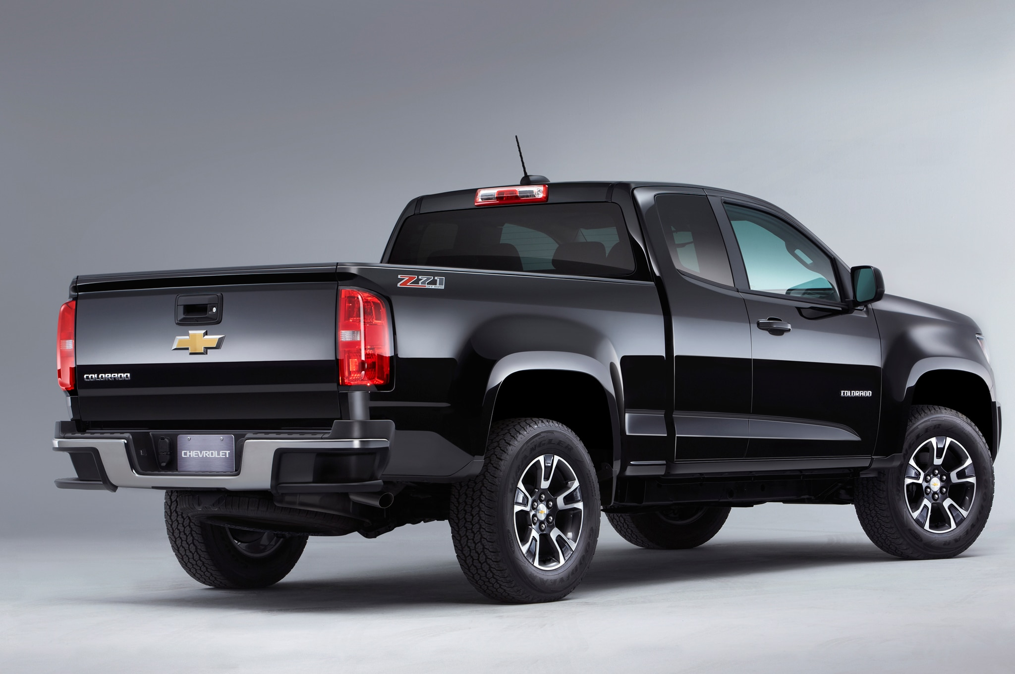 2015 Chevrolet Colorado Z71 rear three quarters