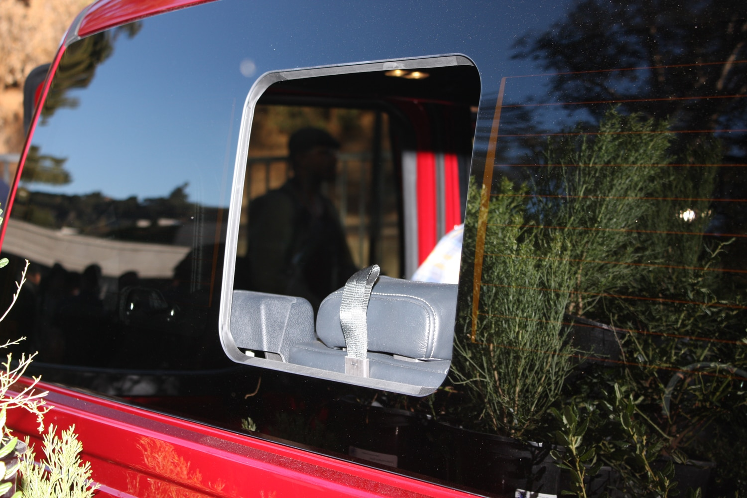 2015 Ford F150 unveiling la river 08 rear glass