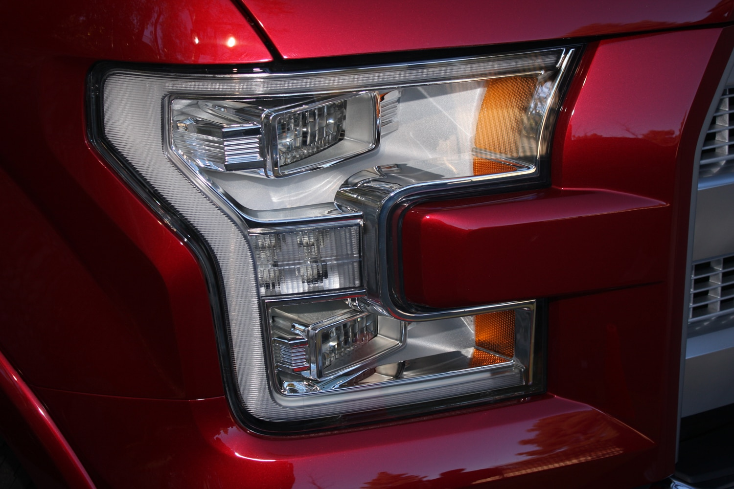 2015 Ford F150 unveiling la river 10 headlight
