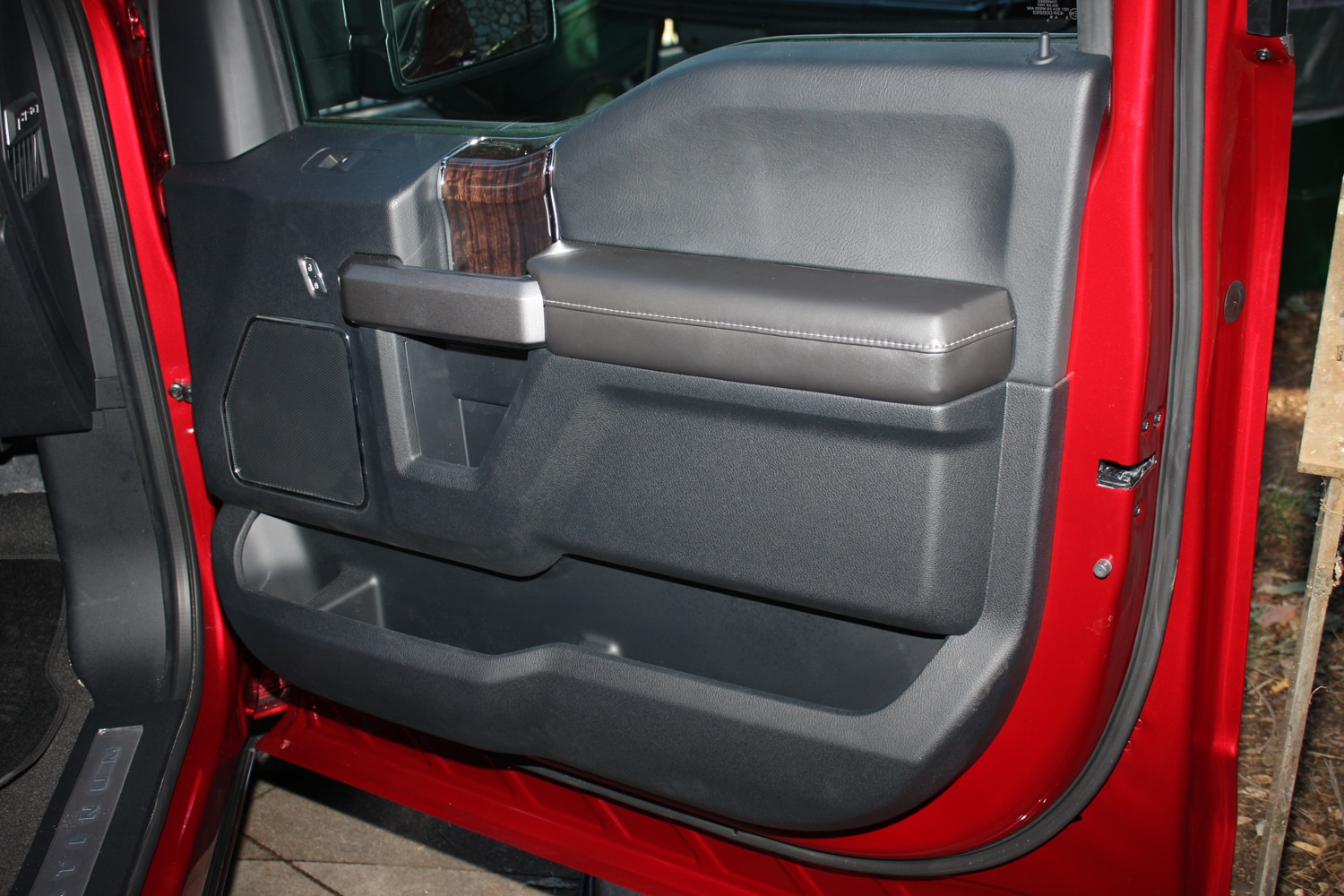 2015 Ford F150 unveiling la river 16 door panel
