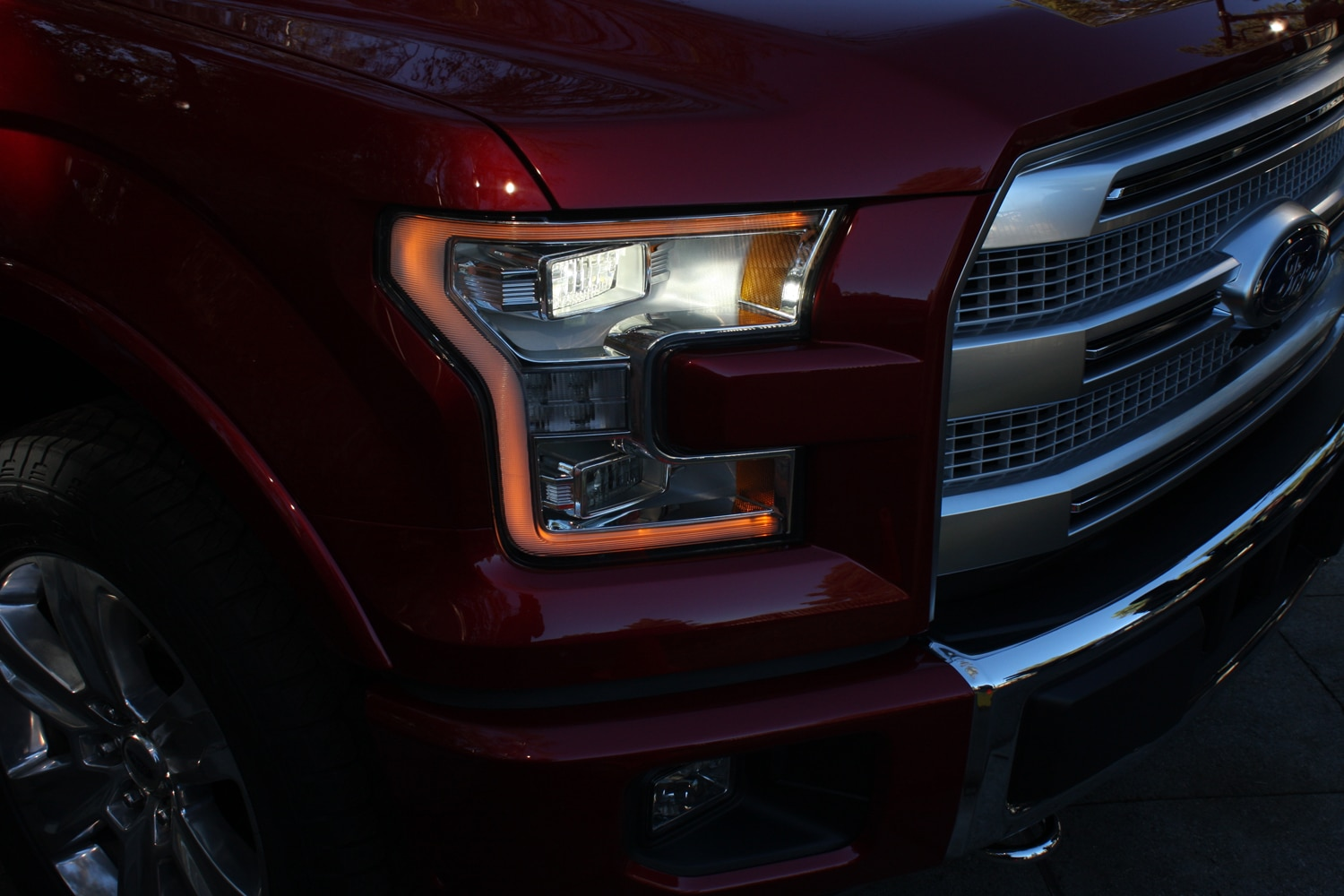 2015 Ford F150 unveiling la river 39 headlight