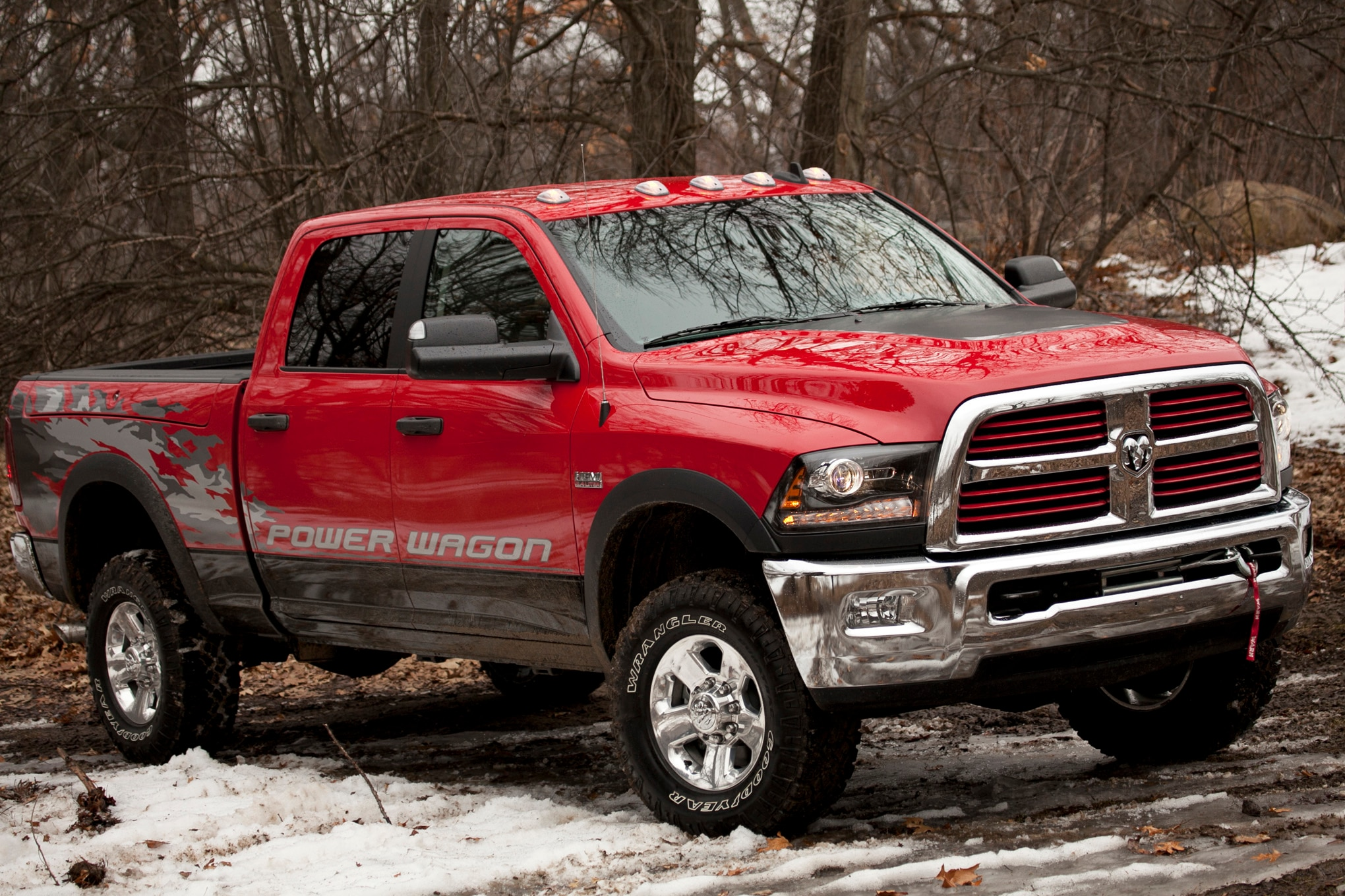 2014 Ram 2500 Power Wagon front three quarter in motion 03