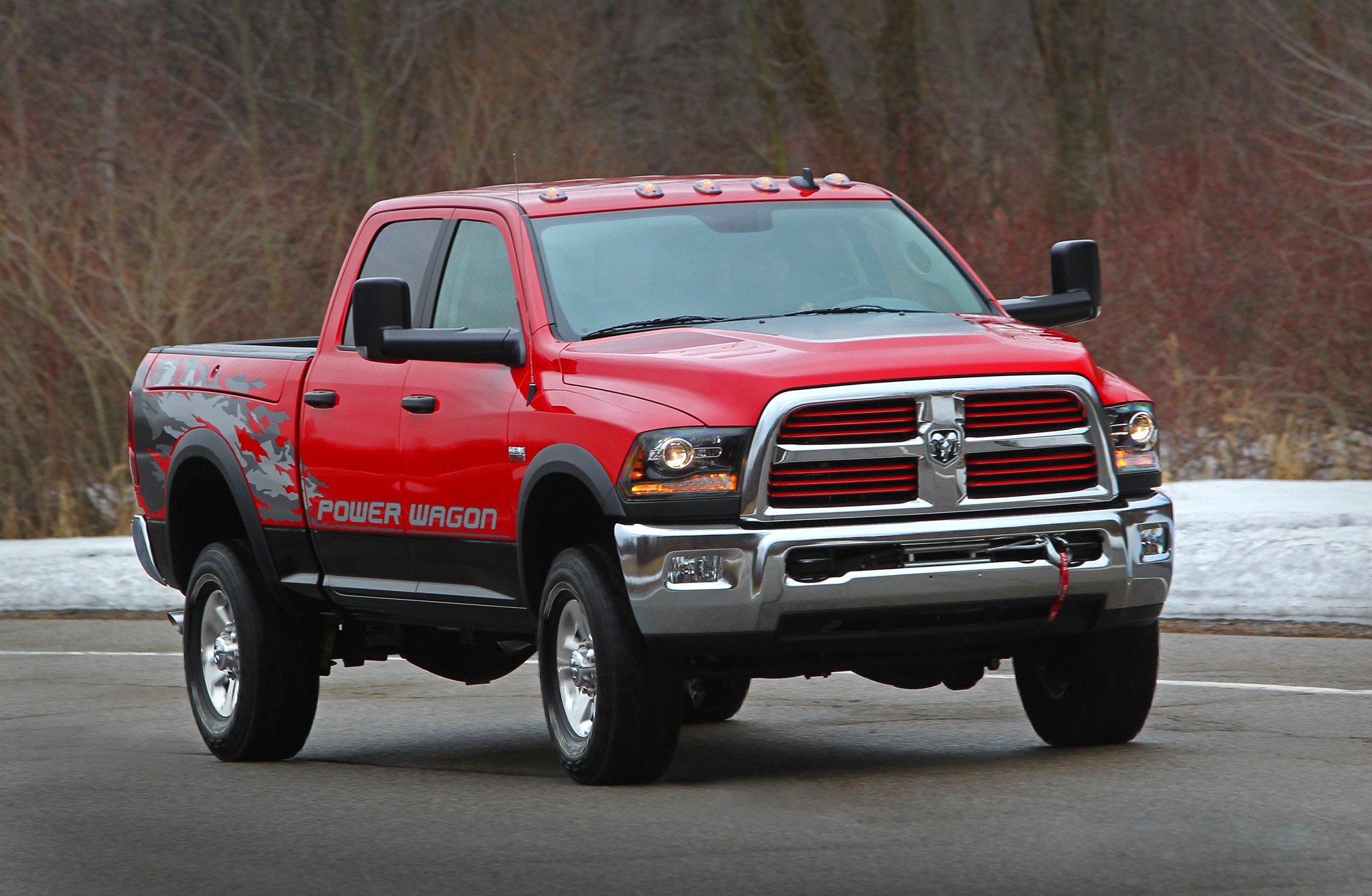 2014 Ram 2500 Power Wagon front three quarters 02