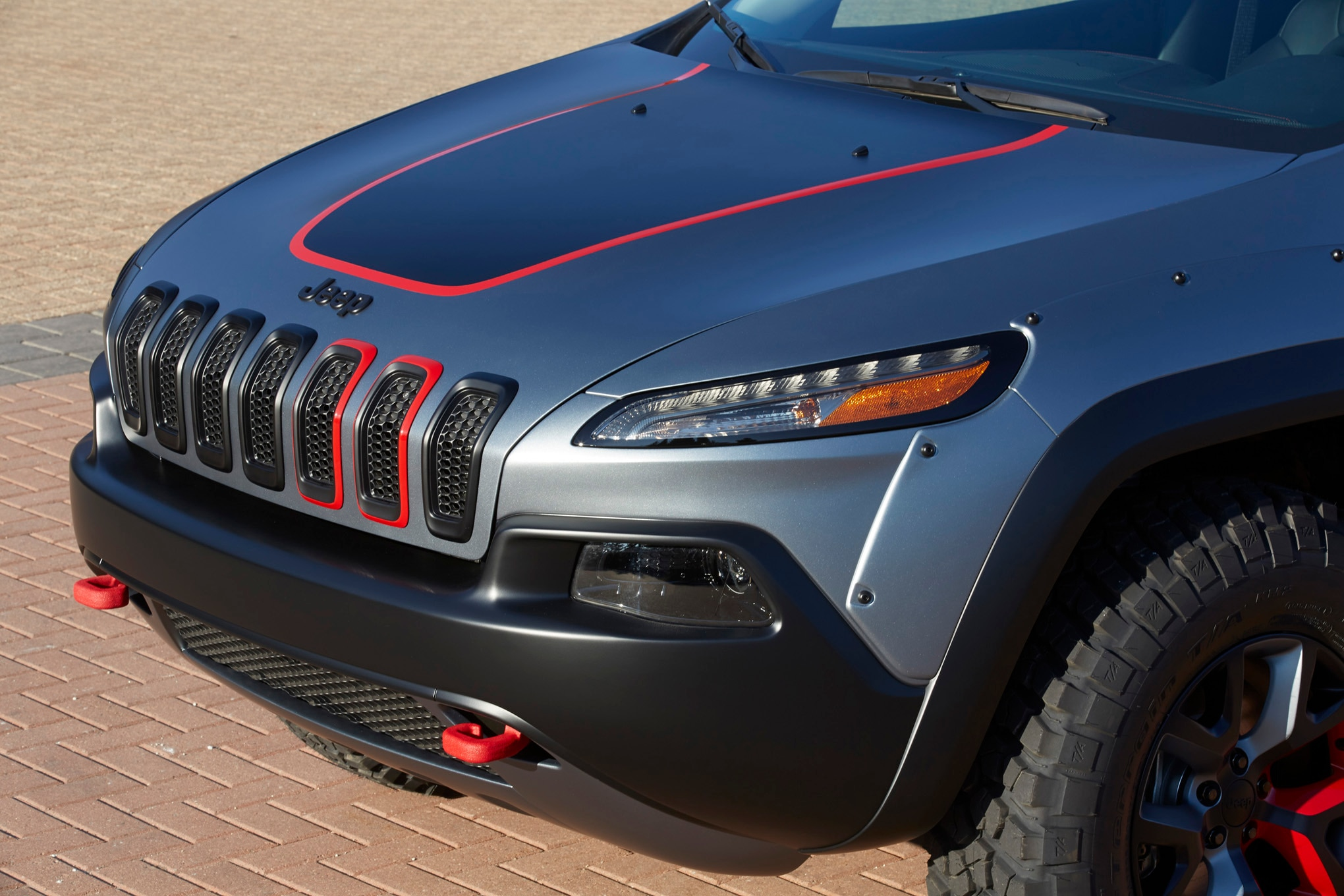 Jeep Cherokee Dakar Concept front three quarter 02