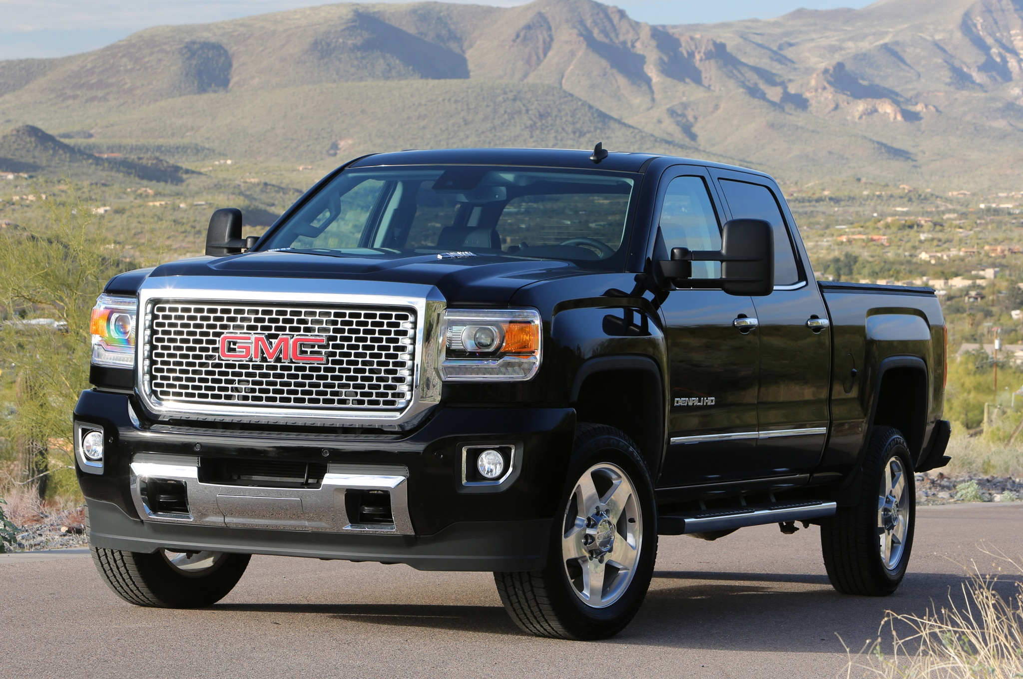 2015 GMC Sierra 2500HD Denali front three quarters