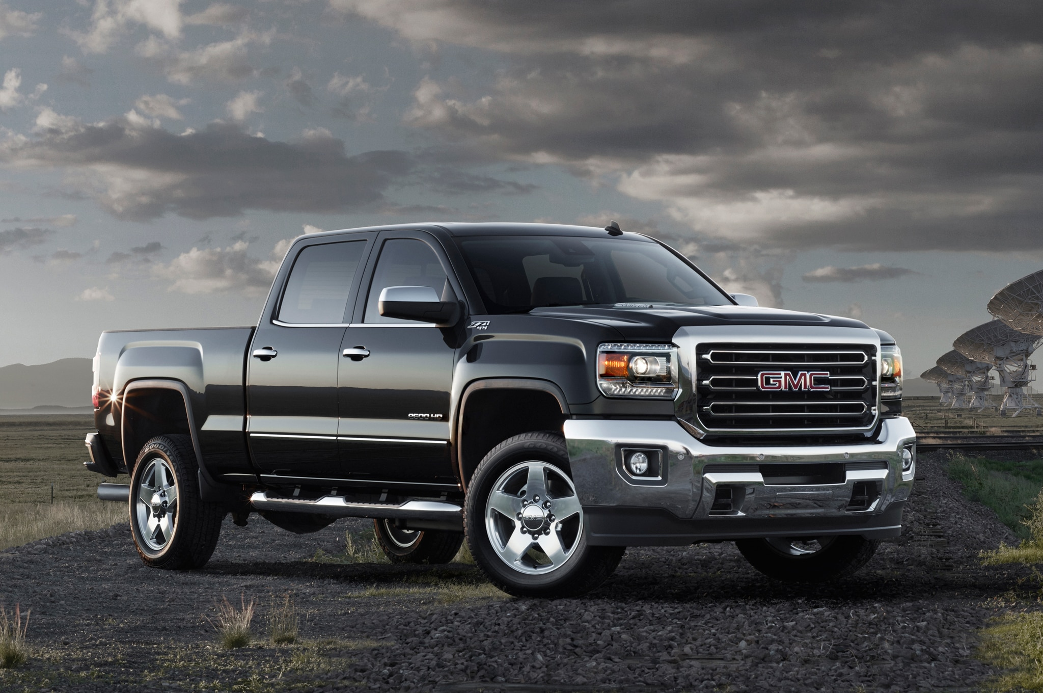2015 GMC Sierra 2500HD front view 02