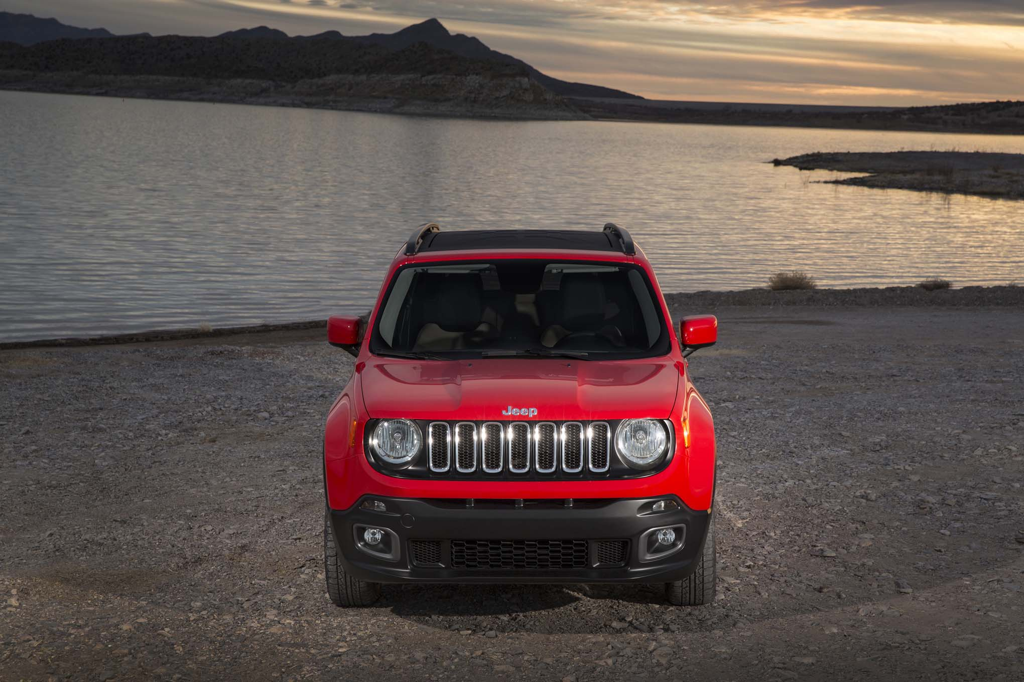 2015 Jeep Renegade Latitude front end 02