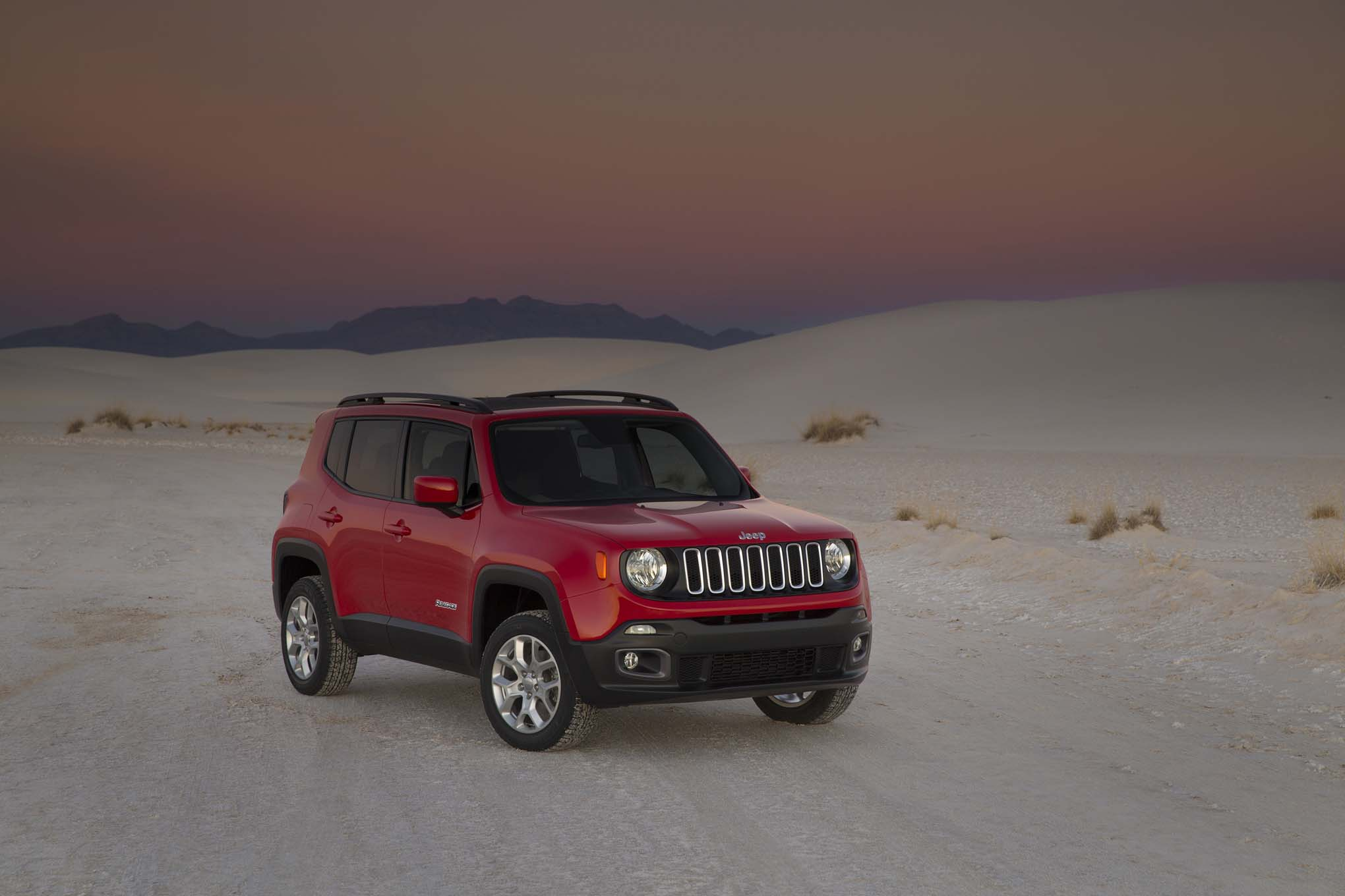 2015 Jeep Renegade Latitude front three quarters