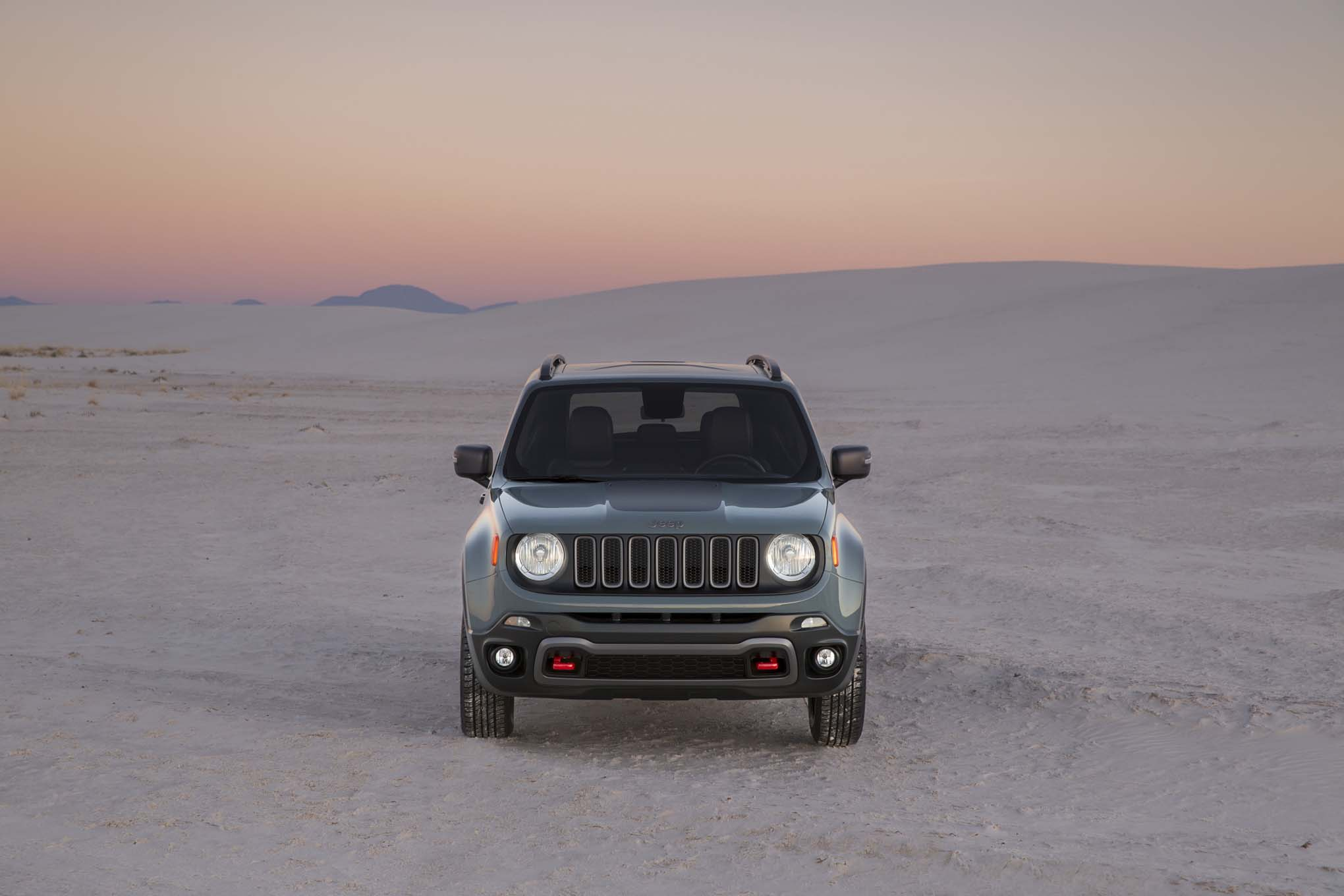 2015 Jeep Renegade Trailhawk front end 02