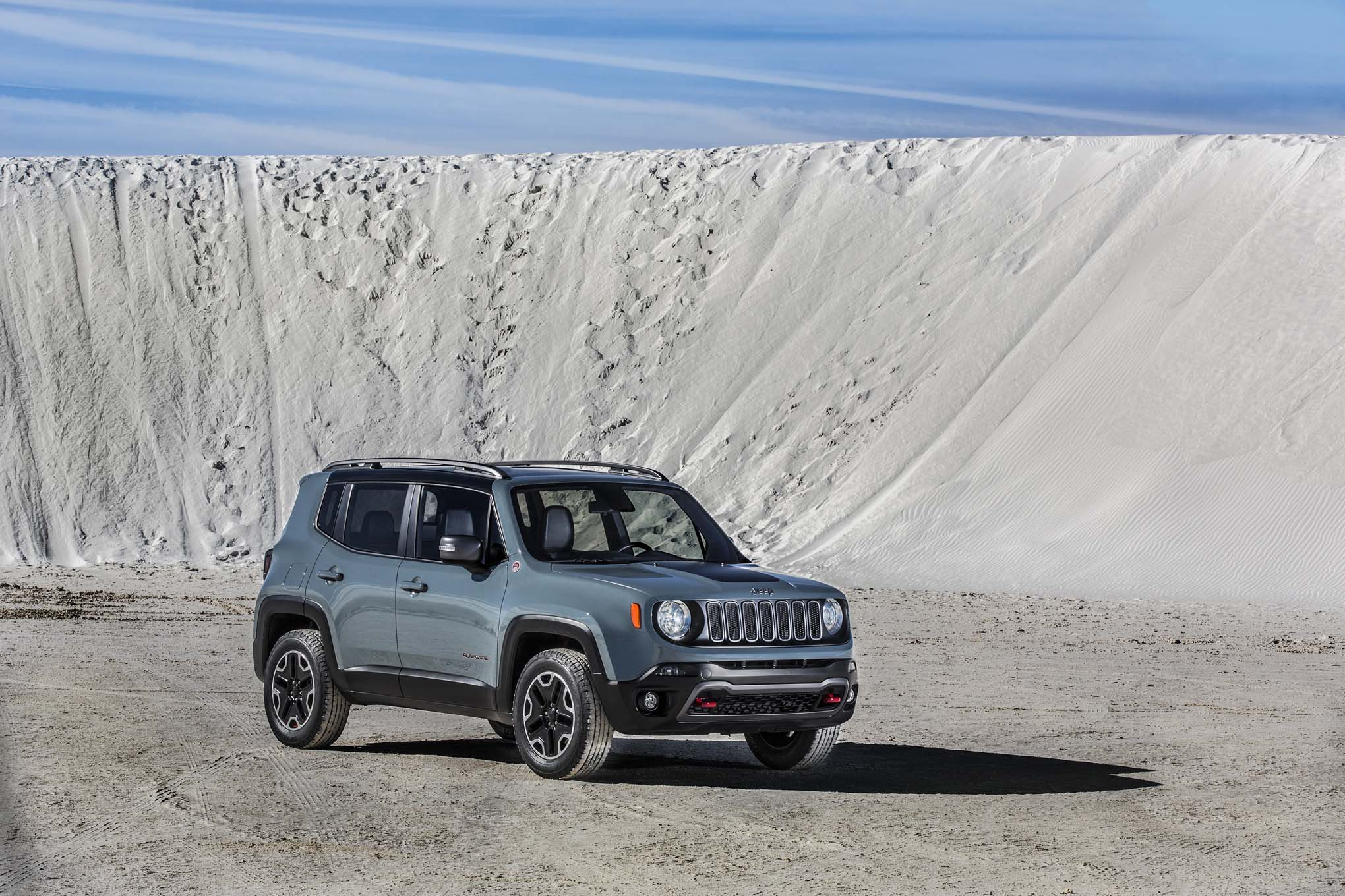 2015 Jeep Renegade Trailhawk front three quarters