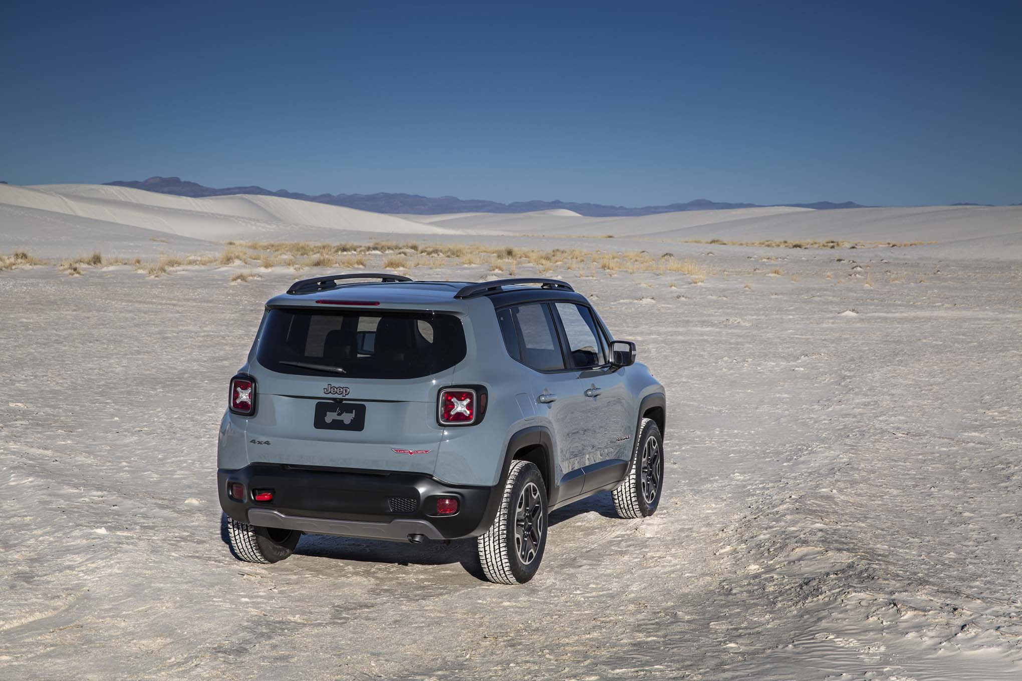 2015 Jeep Renegade Trailhawk rear three quarters 02