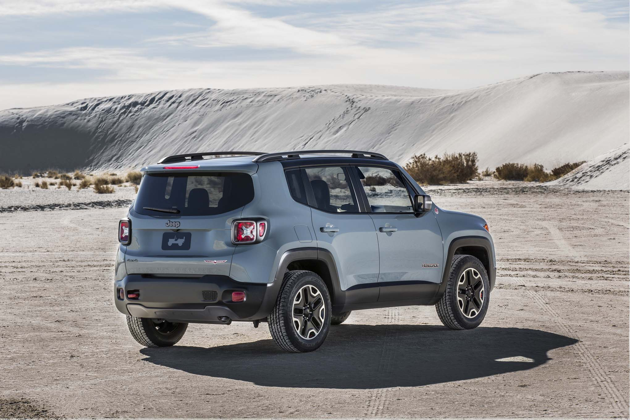 2015 Jeep Renegade Trailhawk rear three quarters
