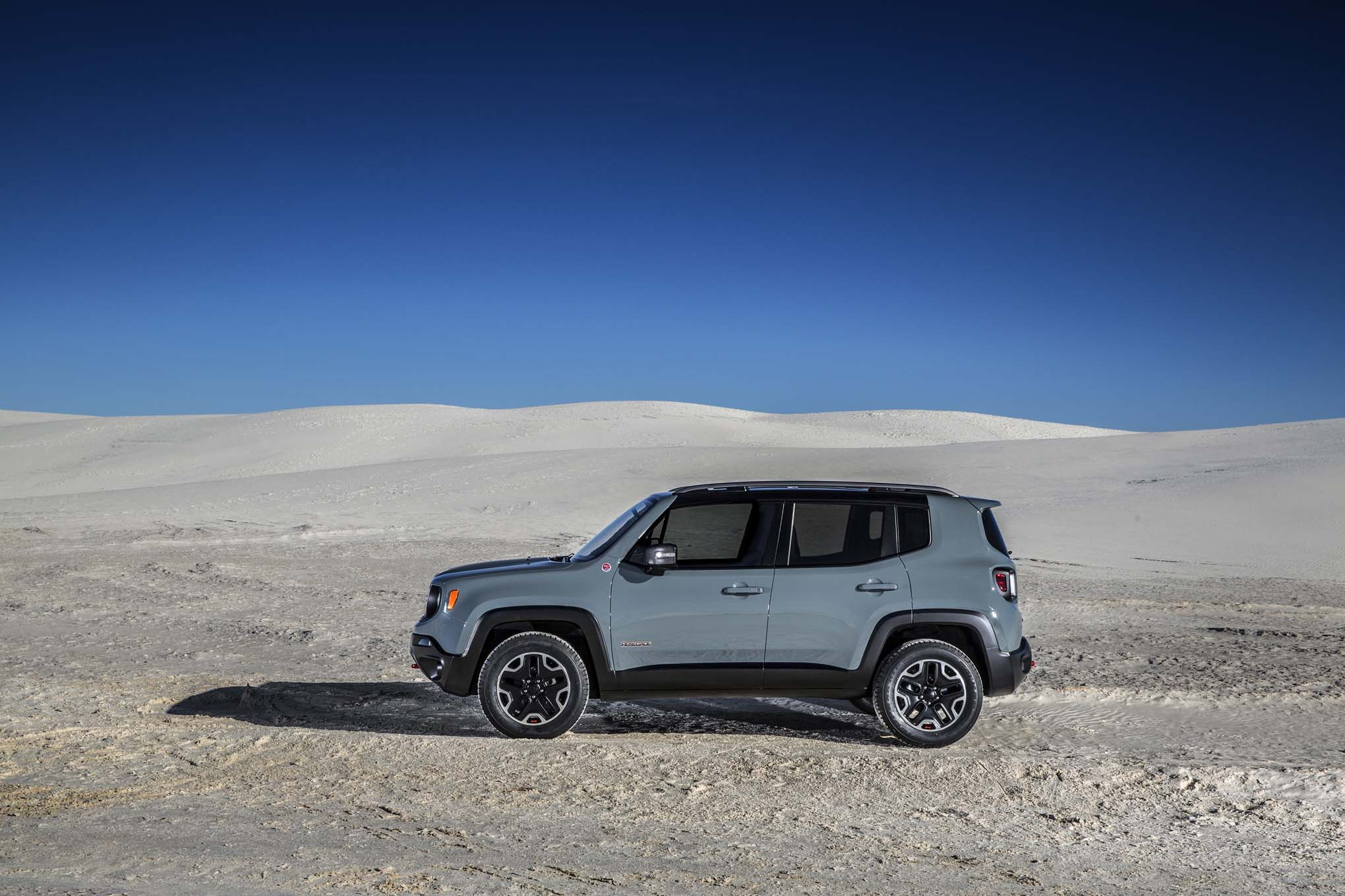 2015 Jeep Renegade Trailhawk side