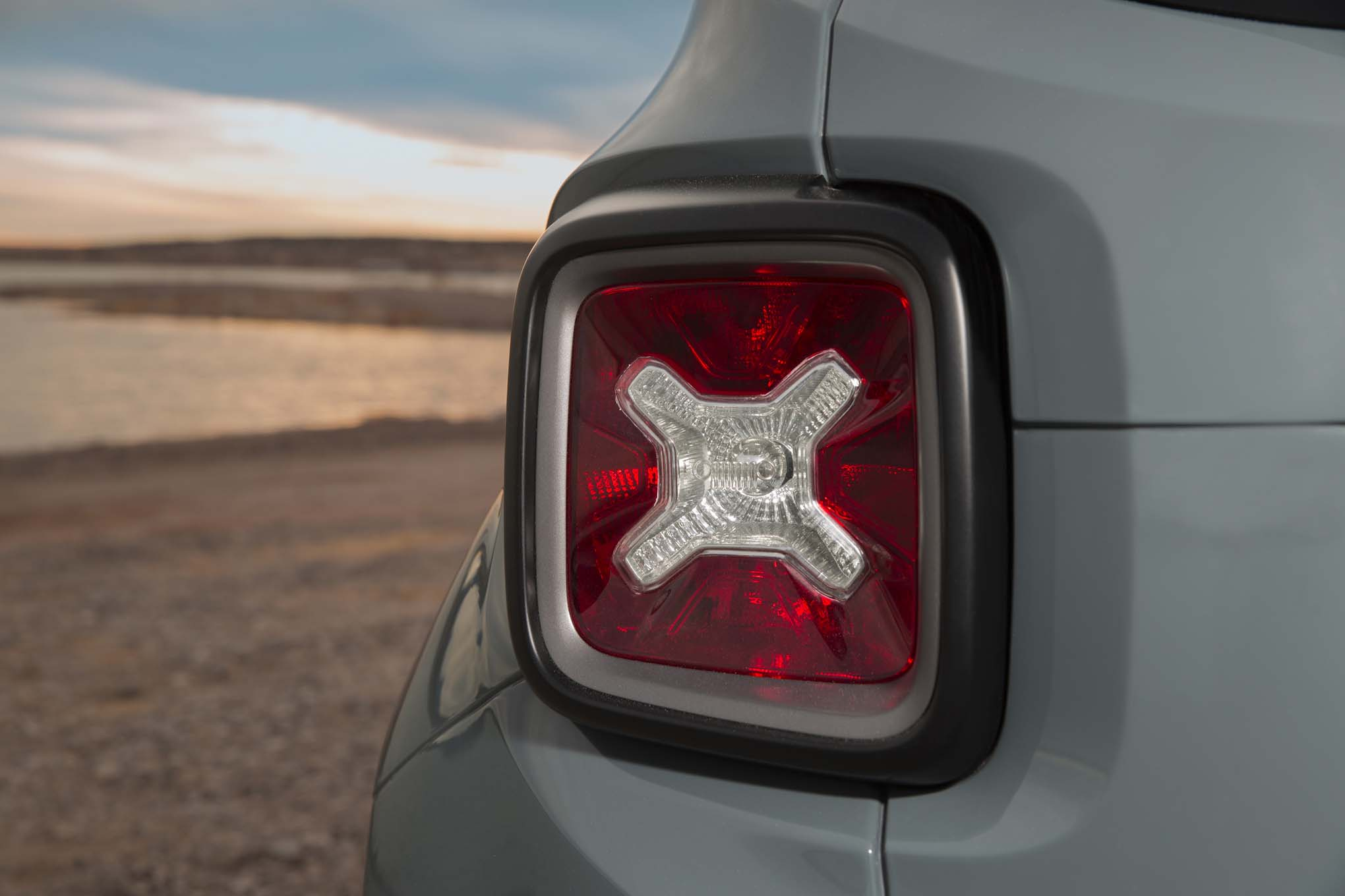 2015 Jeep Renegade Trailhawk taillight