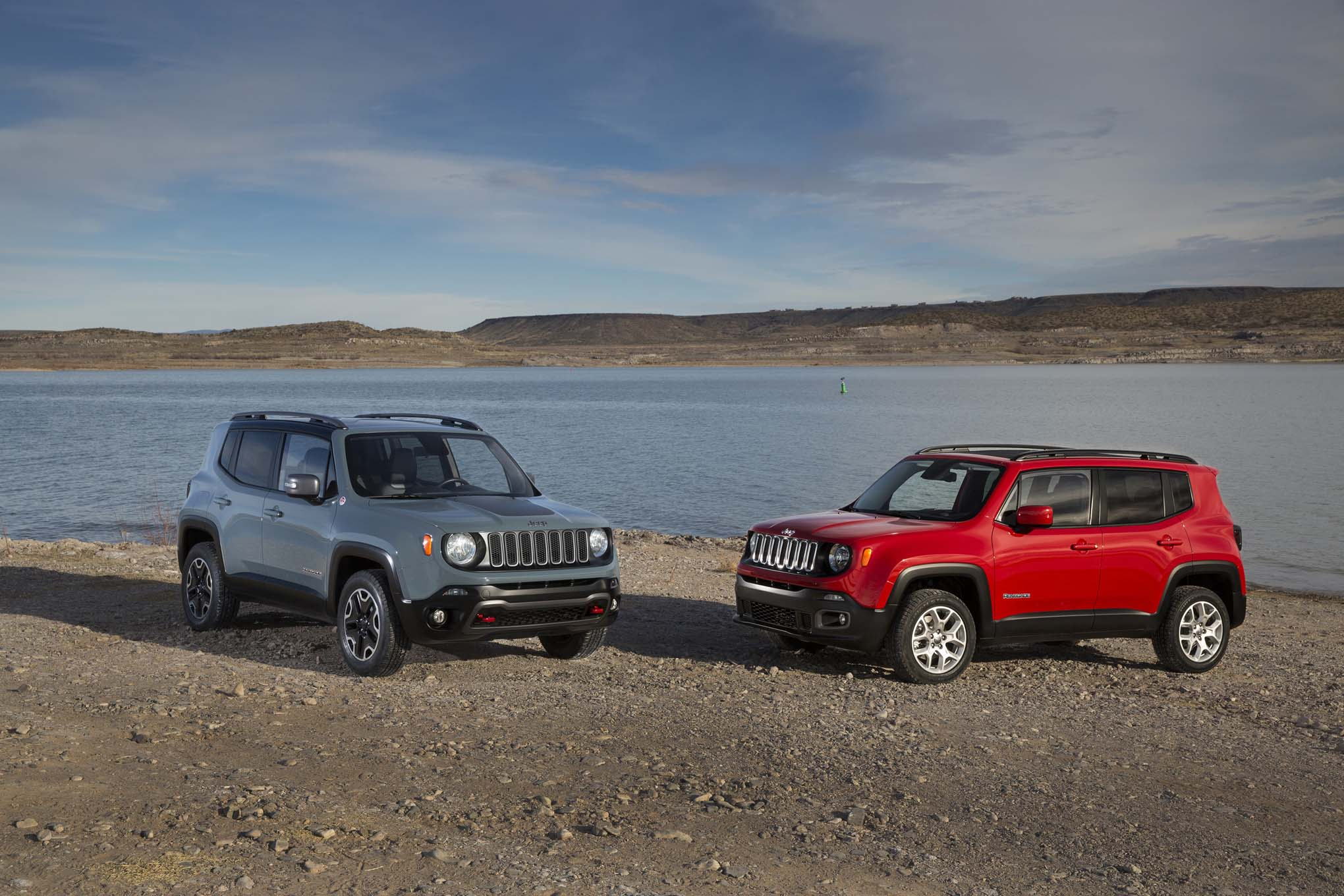 2015 Jeep Renegade Trailhawk 2015 Jeep Renegade latitude front three quarter