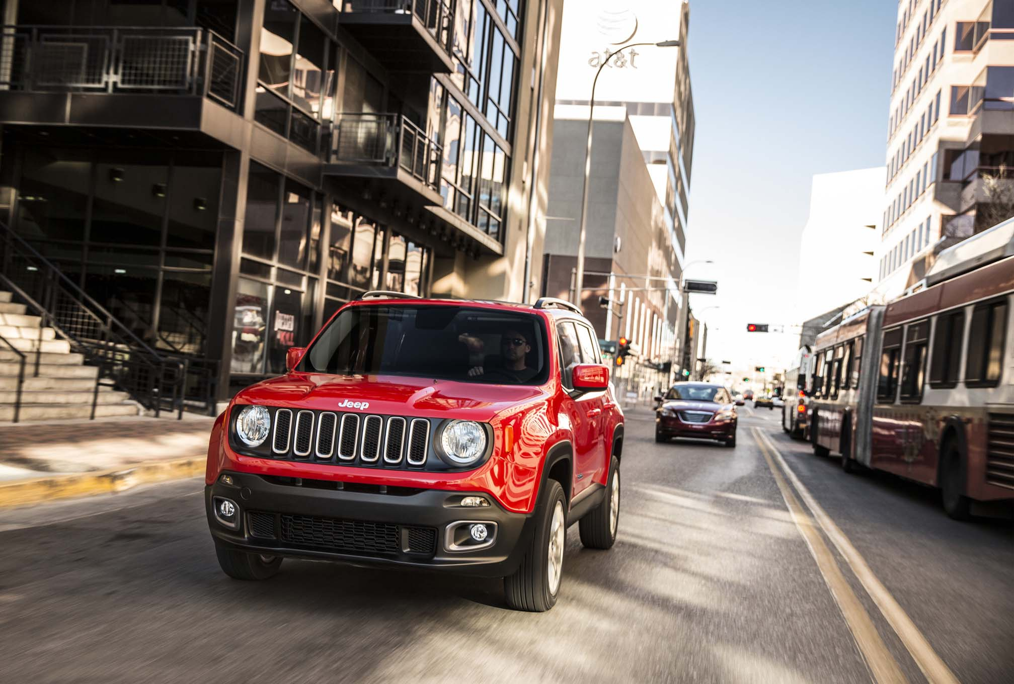 2015 Jeep Renegade Latitude front end in motion 02