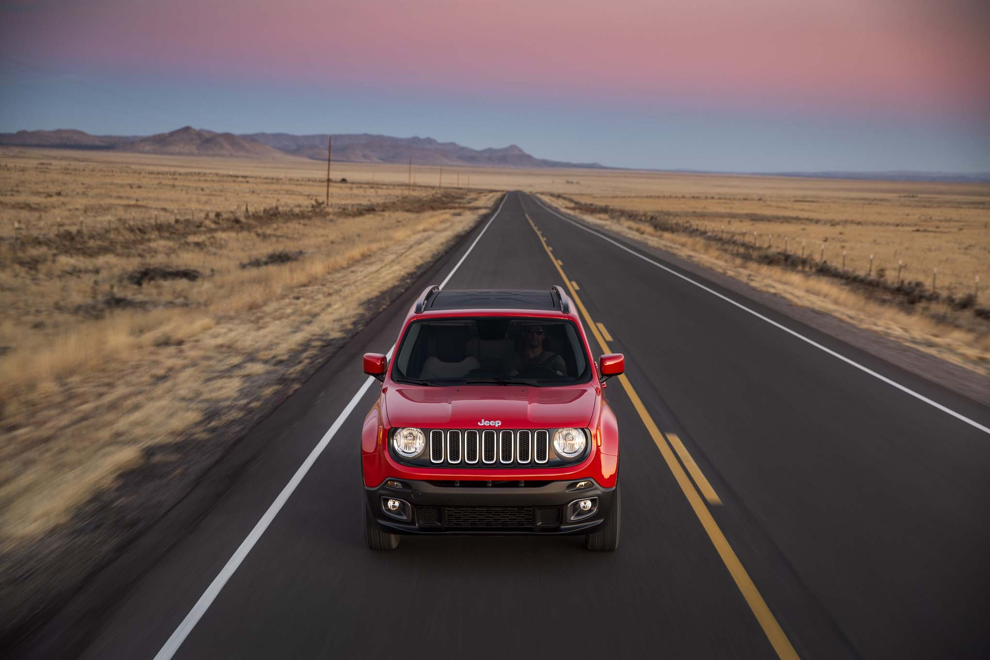 2015 Jeep Renegade Latitude front end in motion 04