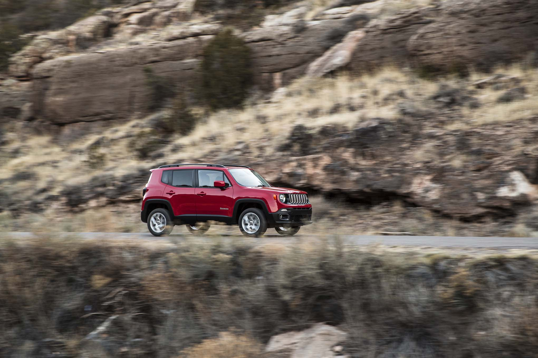 2015 Jeep Renegade Latitude front side three quarter in motion