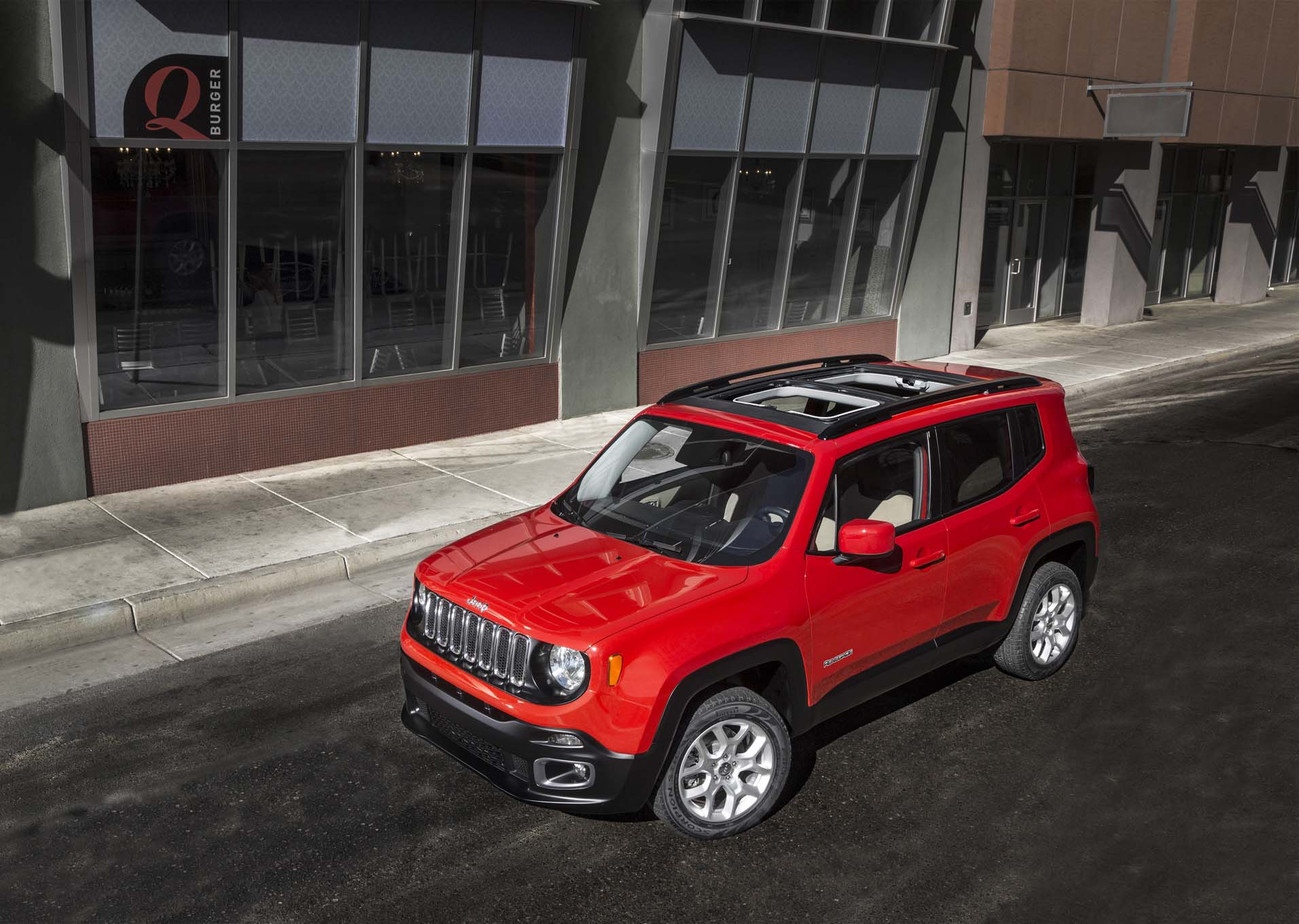 2015 Jeep Renegade Latitude top view three quarter
