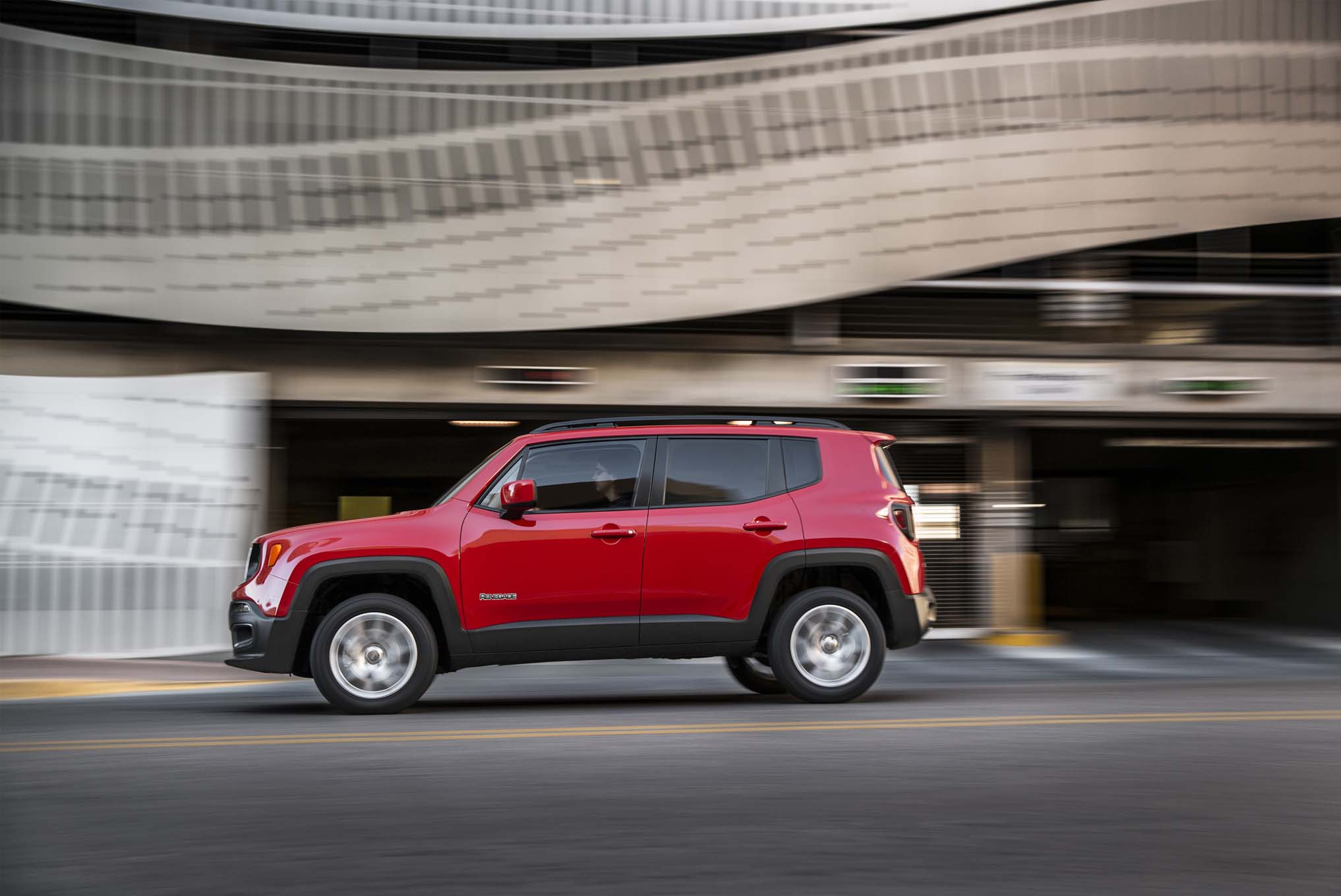 2015 Jeep Renegade Latitude side in motion 02