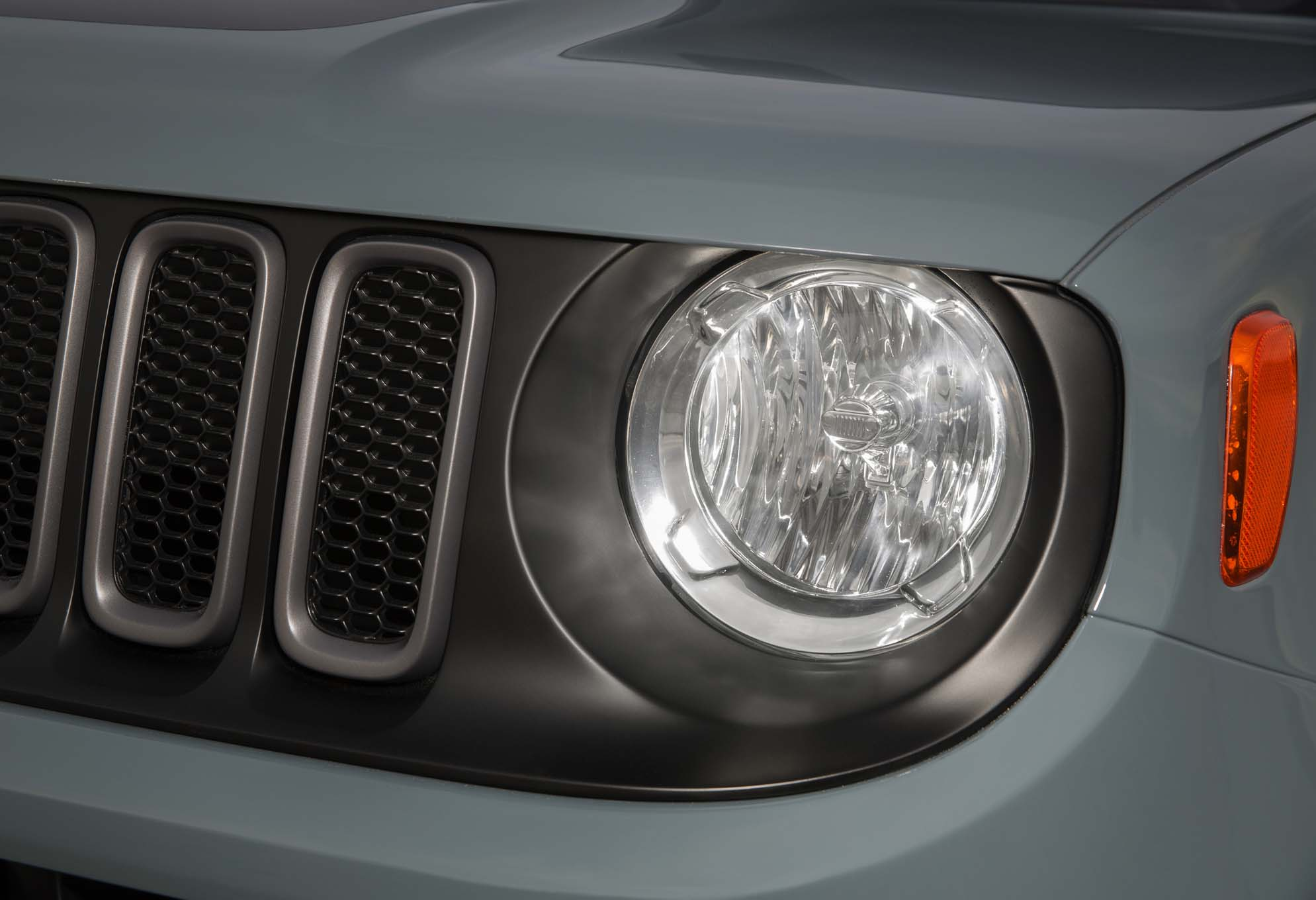 2015 Jeep Renegade Trailhawk headlamp
