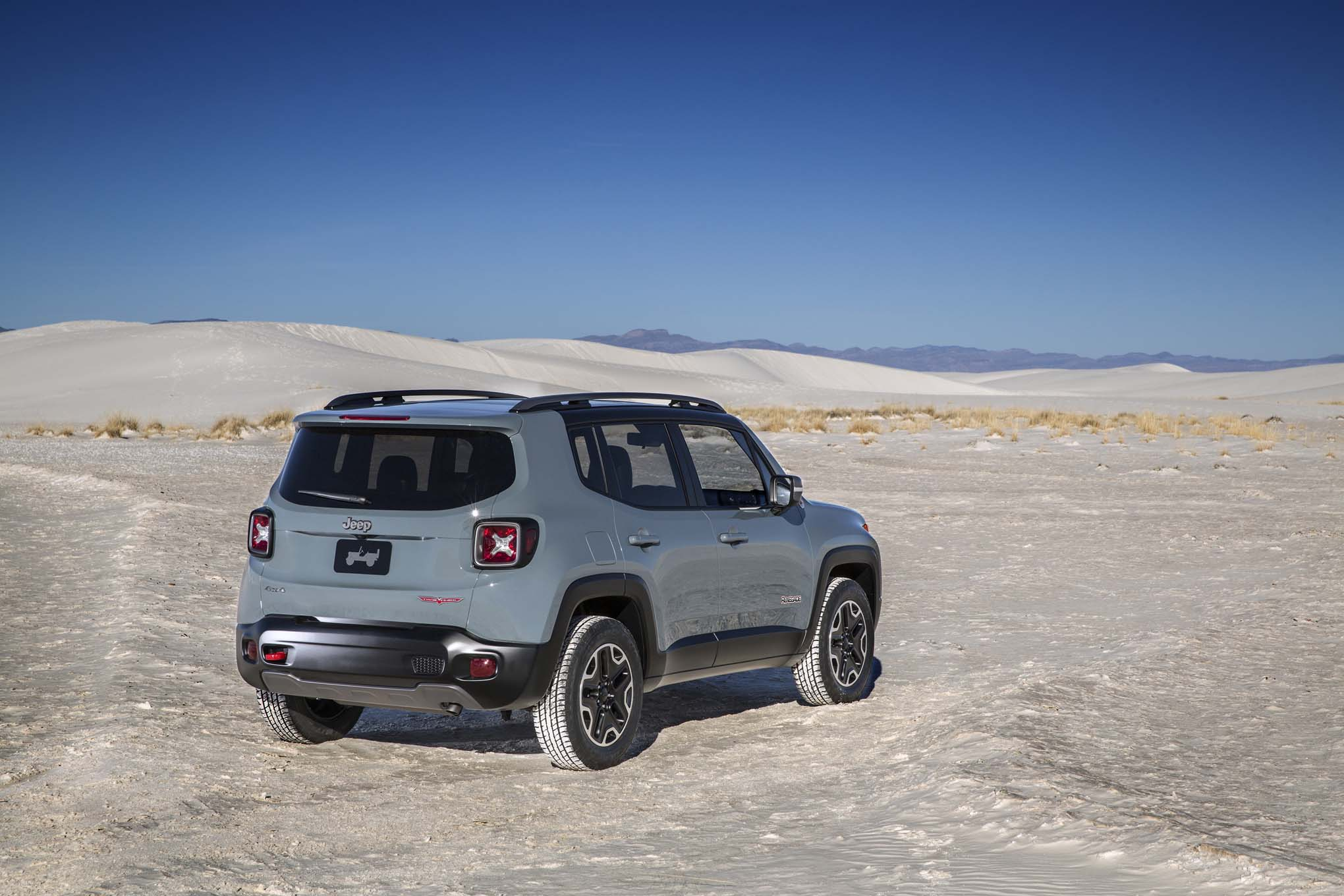 2015 Jeep Renegade Trailhawk rear three quarters 03