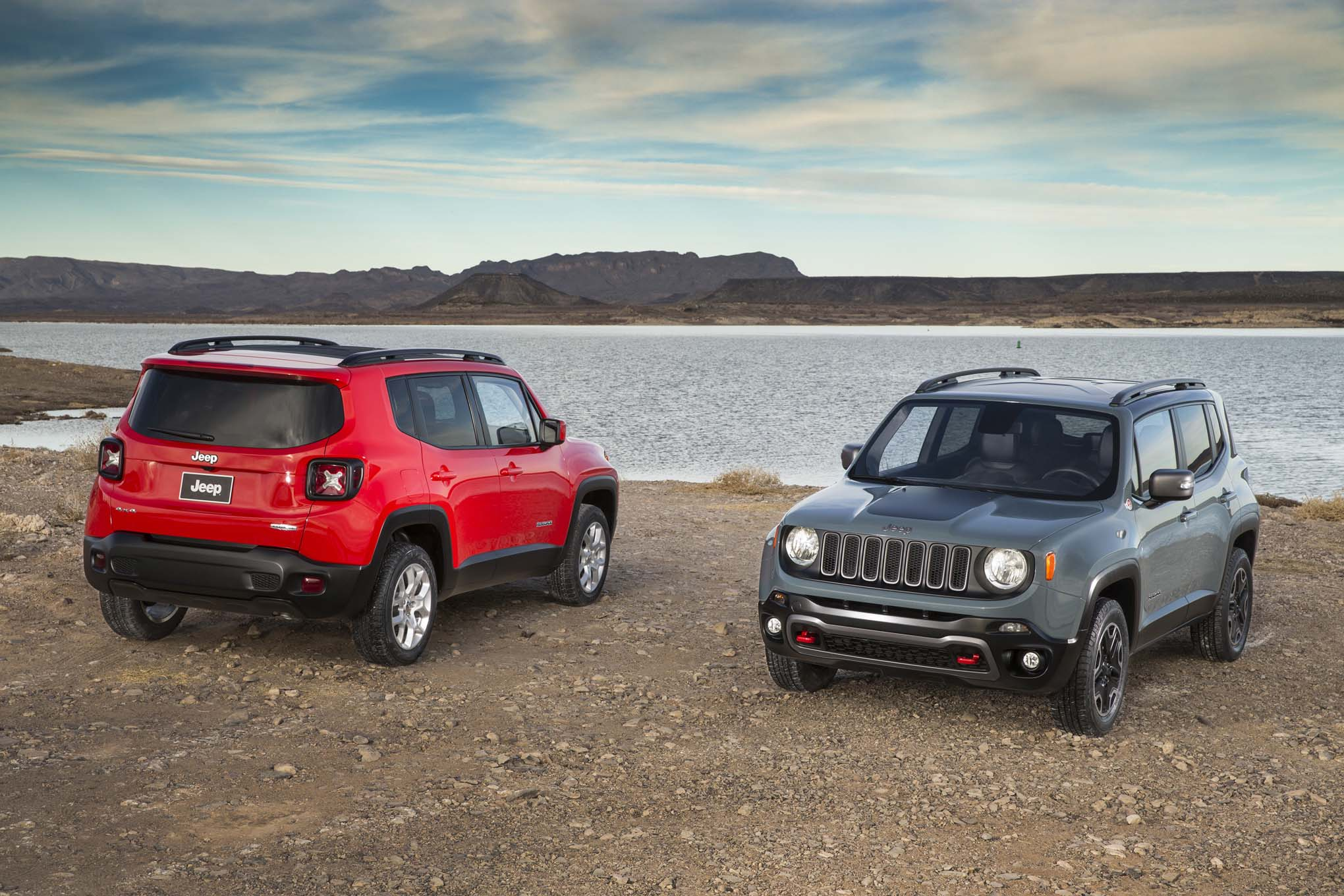 2015 Jeep Renegade Trailhawk 2015 Jeep Renegade latitude front rear end