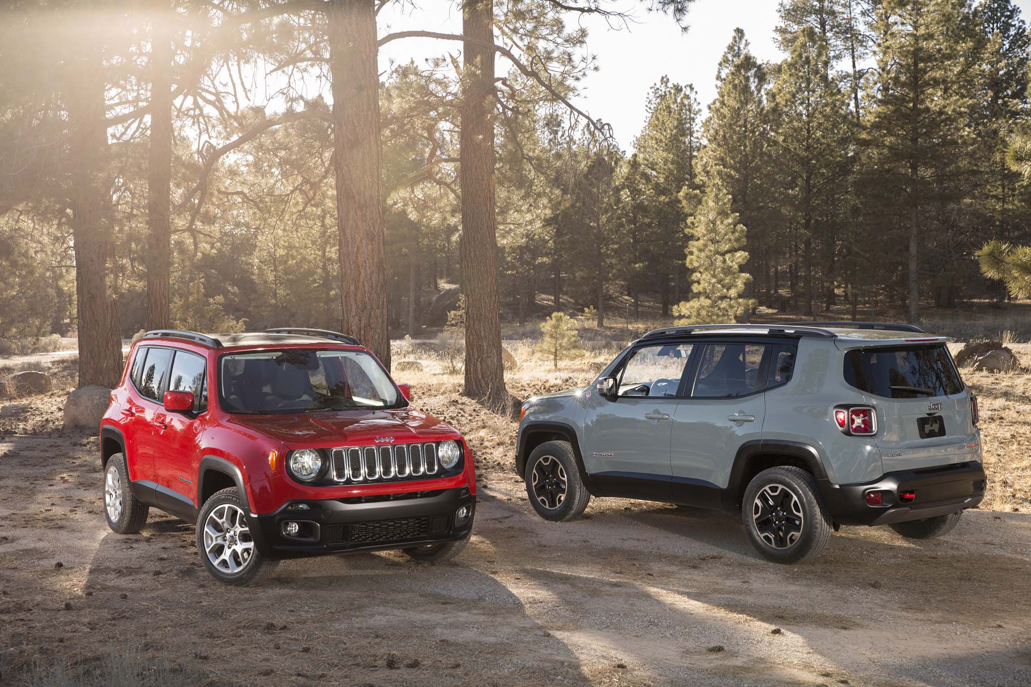 2015 Jeep Renegade Trailhawk 2015 Jeep Renegade latitude front rear three quarter