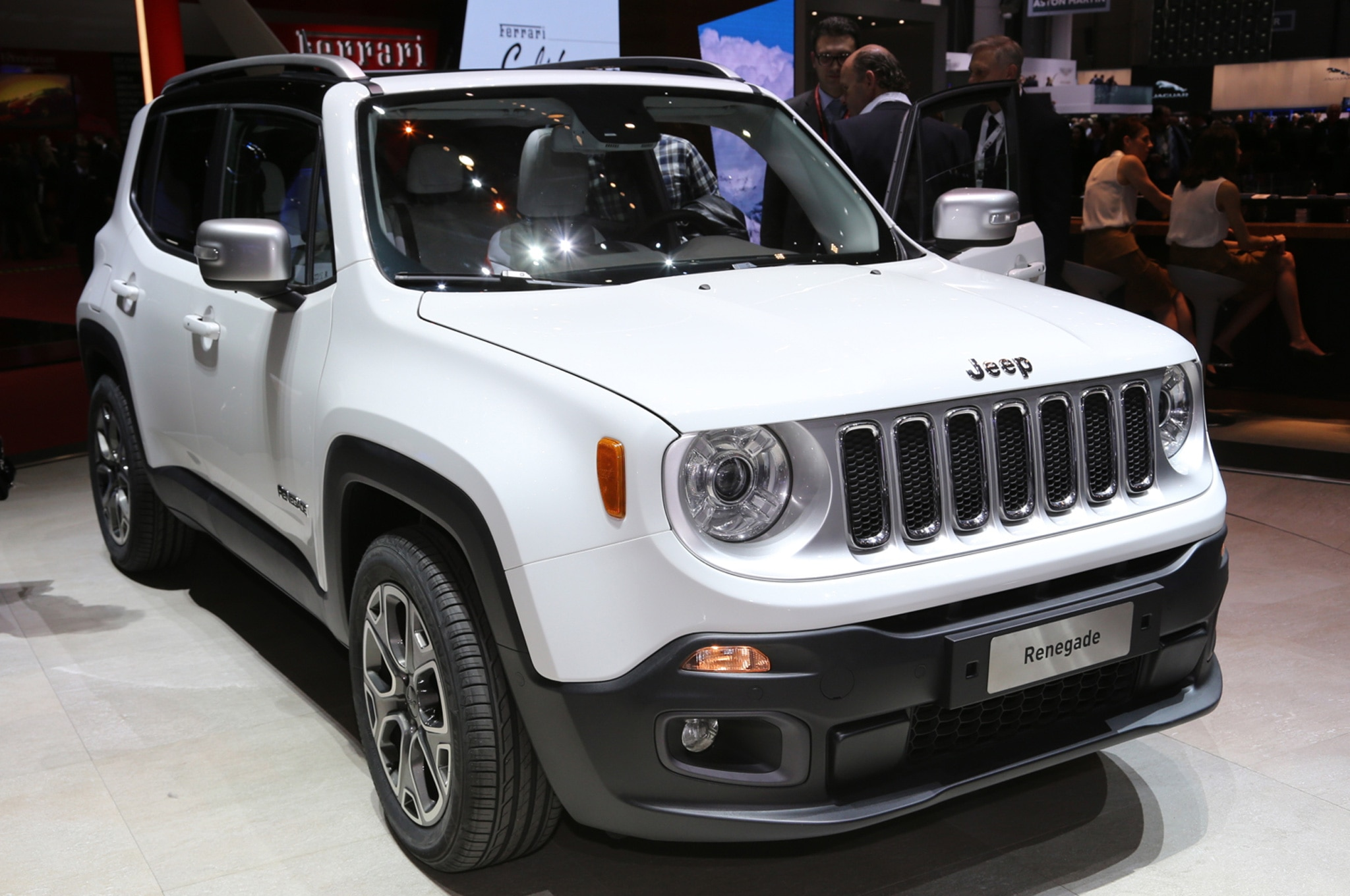 2015 Jeep Renegade Limited front side view