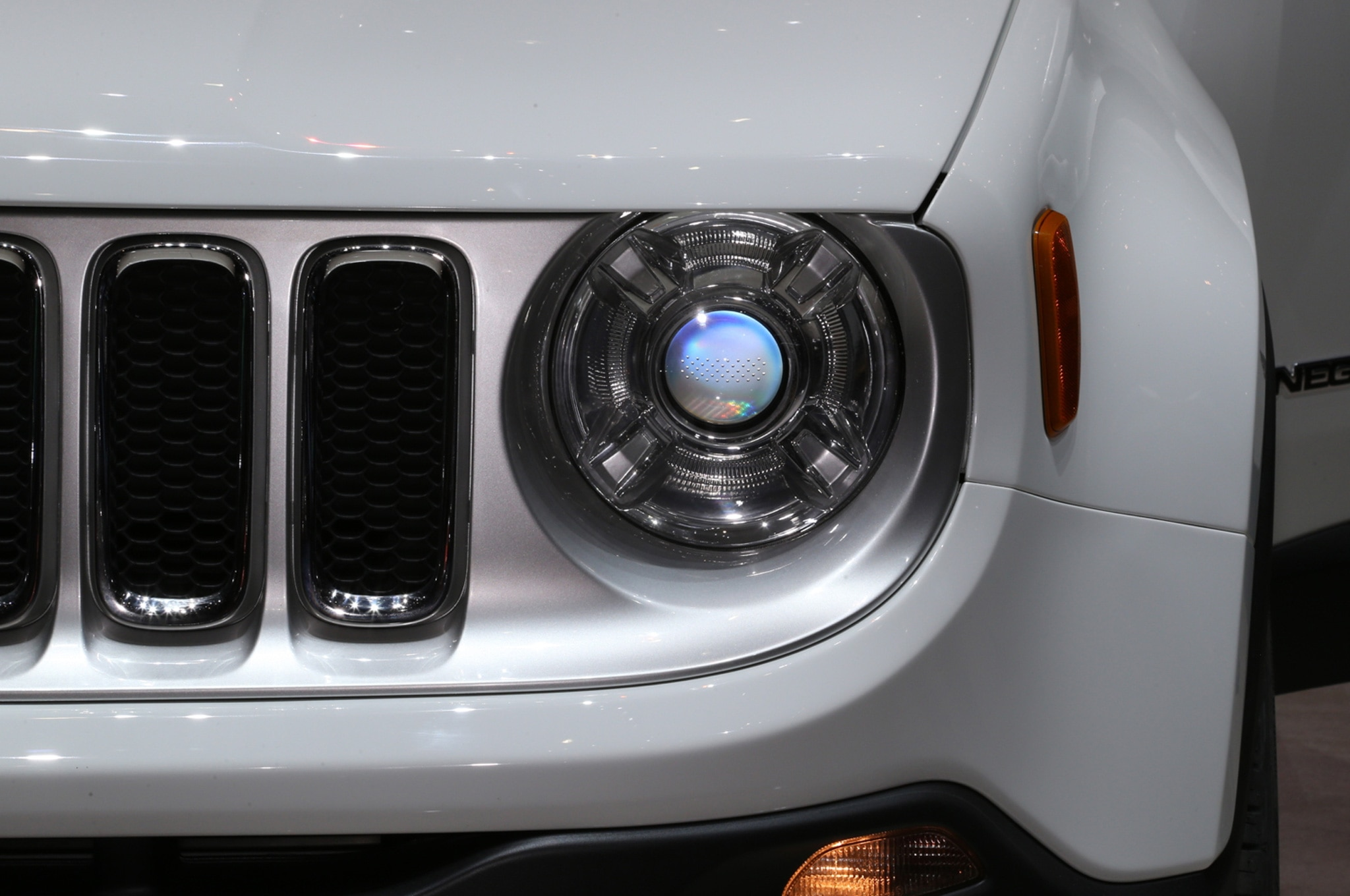 2015 Jeep Renegade Limited headlight