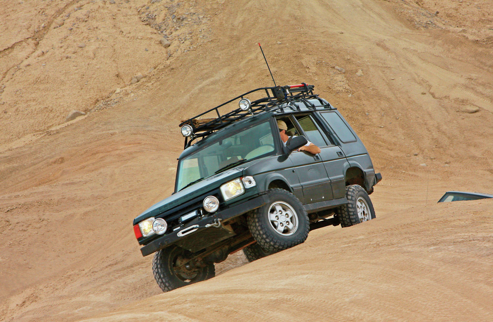 Land Rover Discovery front three quarter
