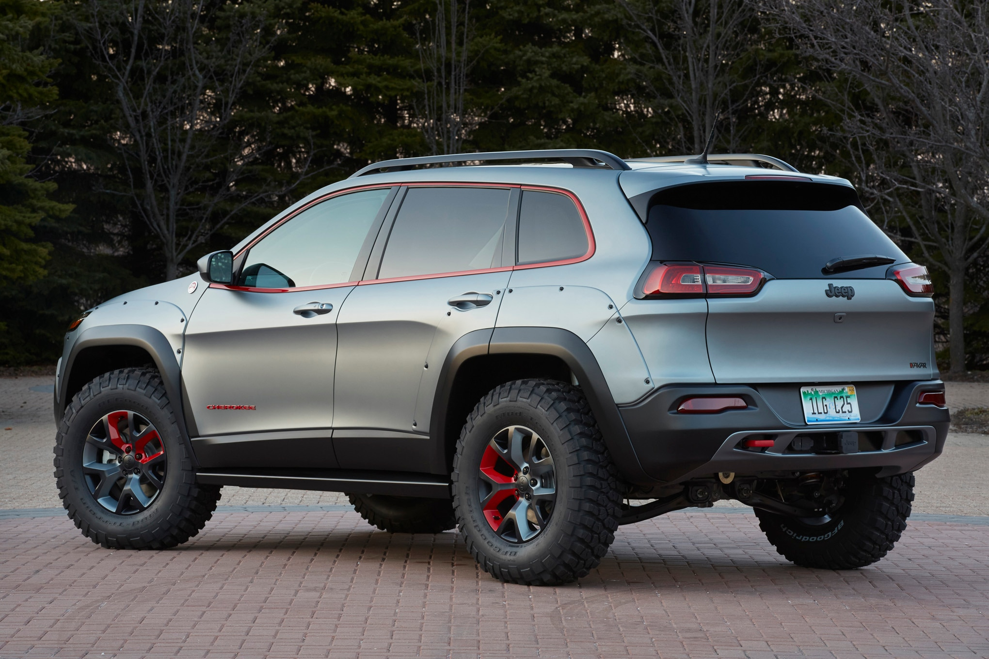 Jeep Cherokee Dakar Concept rear three quarter