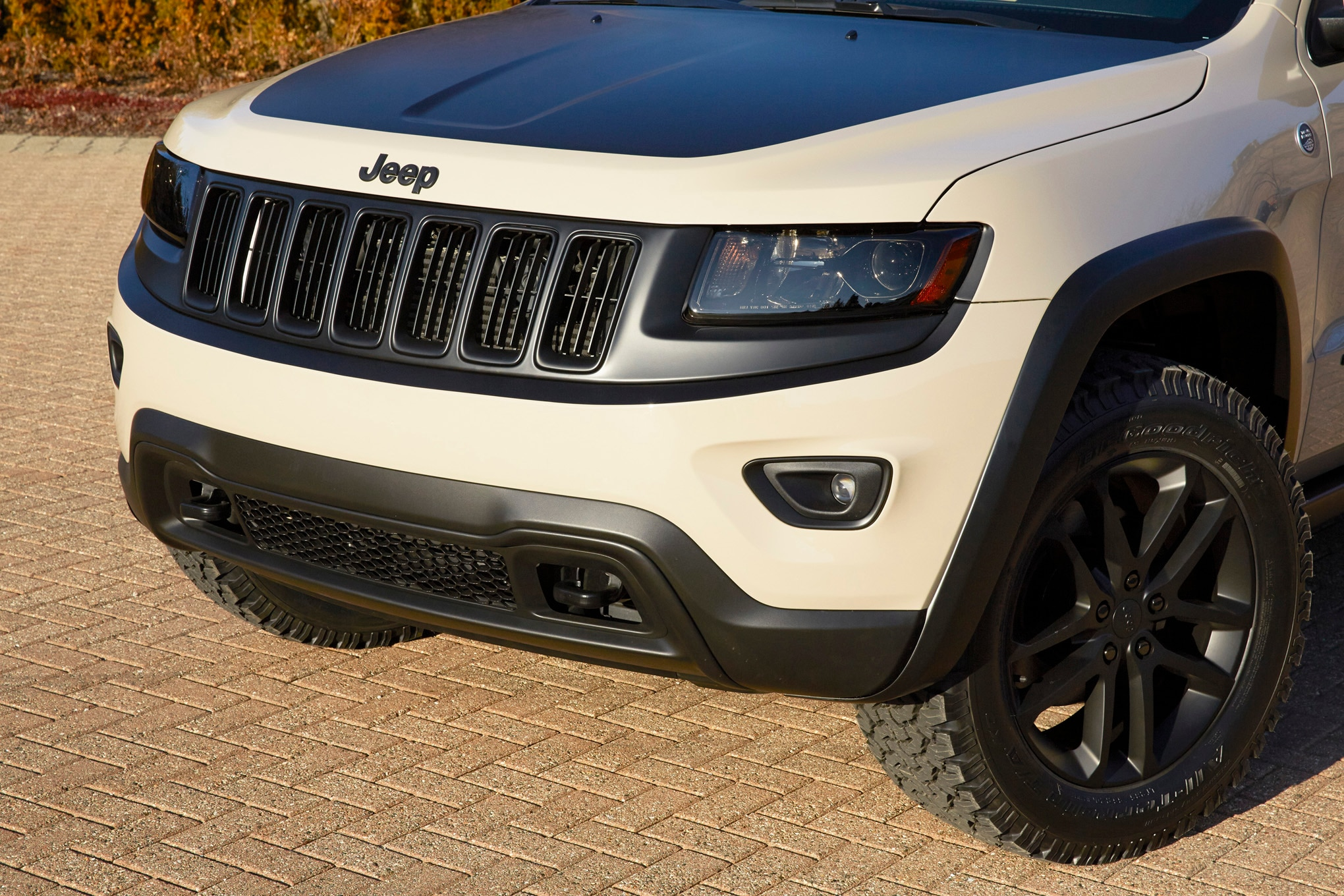 Jeep Grand Cherokee EcoDiesel Trail Warrior Concept front end