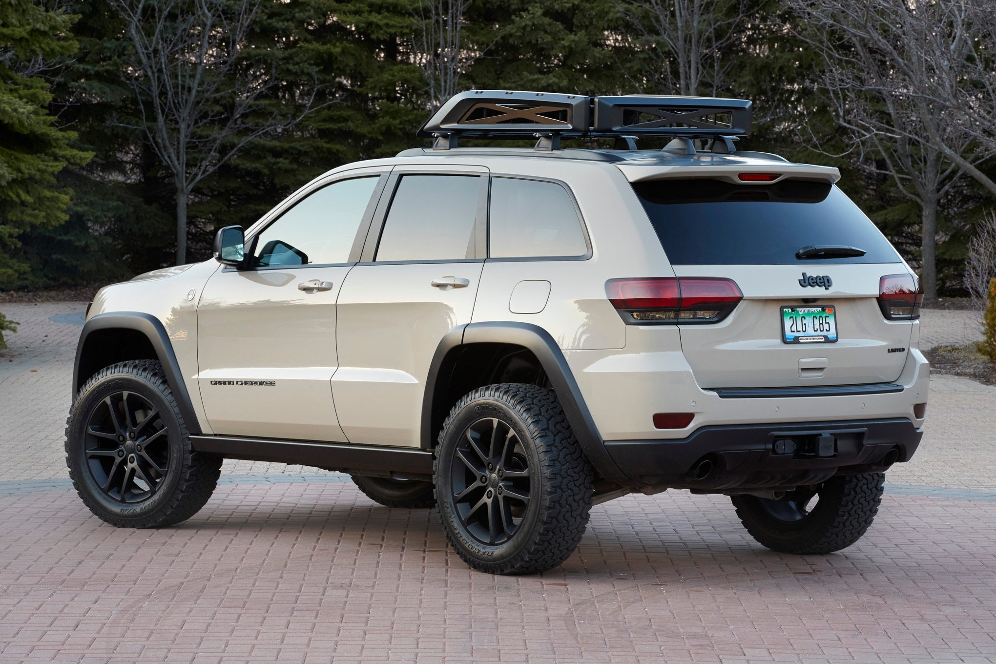 Jeep Grand Cherokee EcoDiesel Trail Warrior Concept rear three quarters