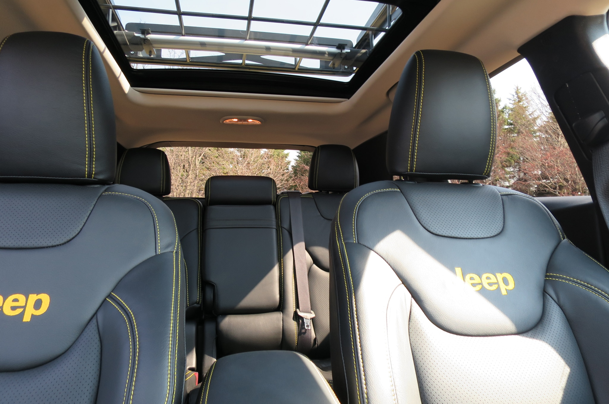 Jeep Cherokee Adventurer Concept interior moonroof