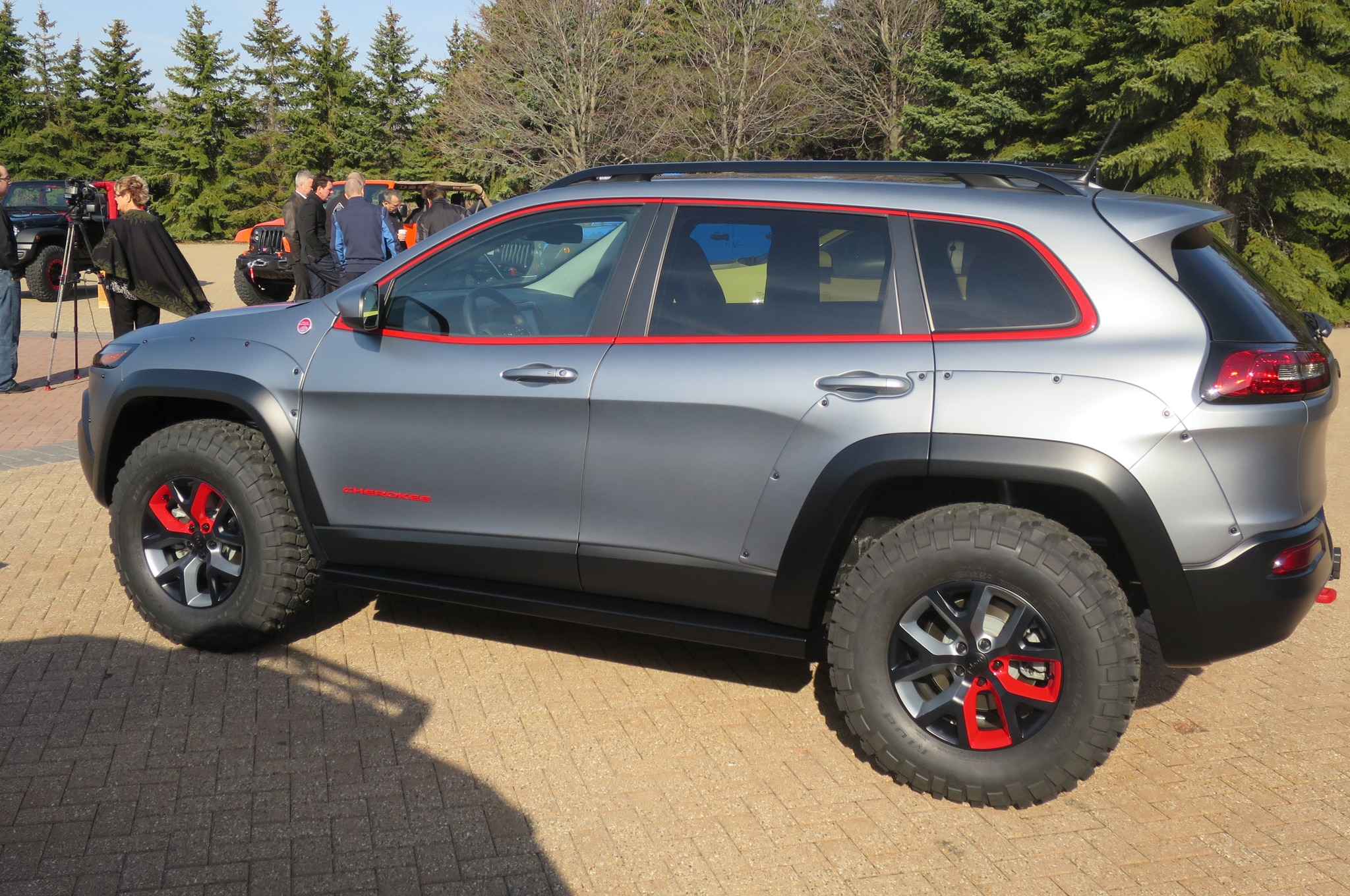 Jeep Cherokee Dakar Concept side profile