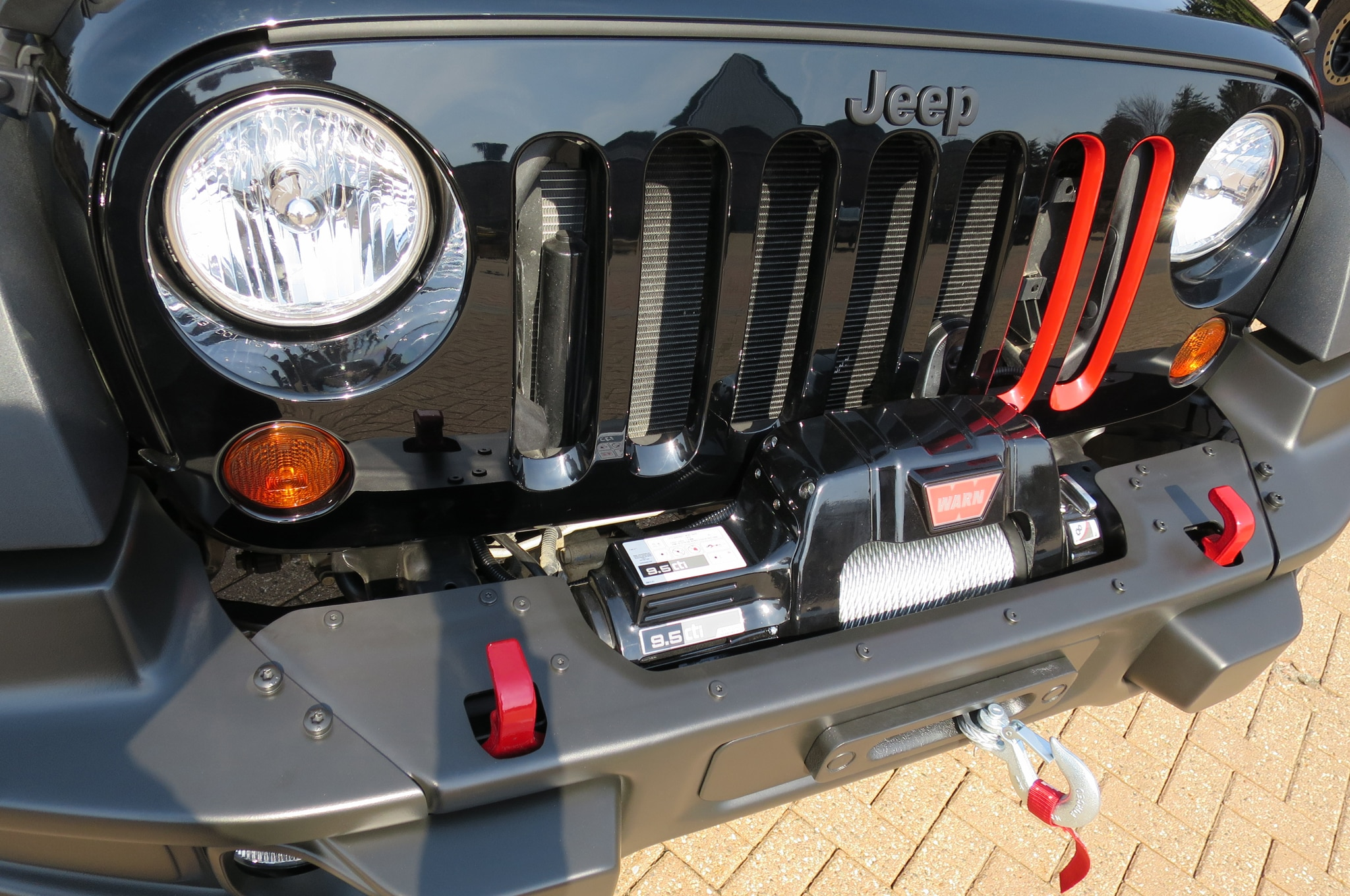 Jeep Wrangler Level Red Concept grille 02