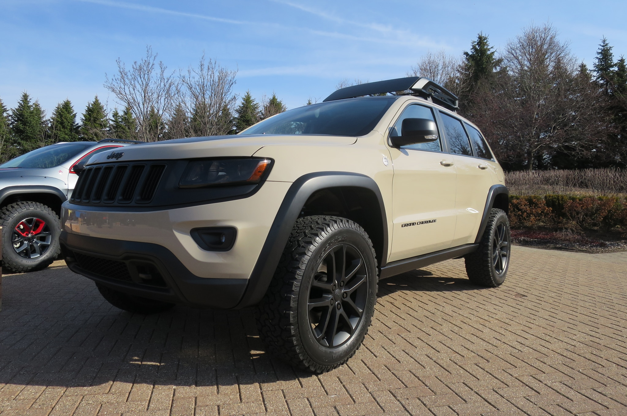 Jeep Grand Cherokee EcoDiesel Trail Warrior Concept front three quarters