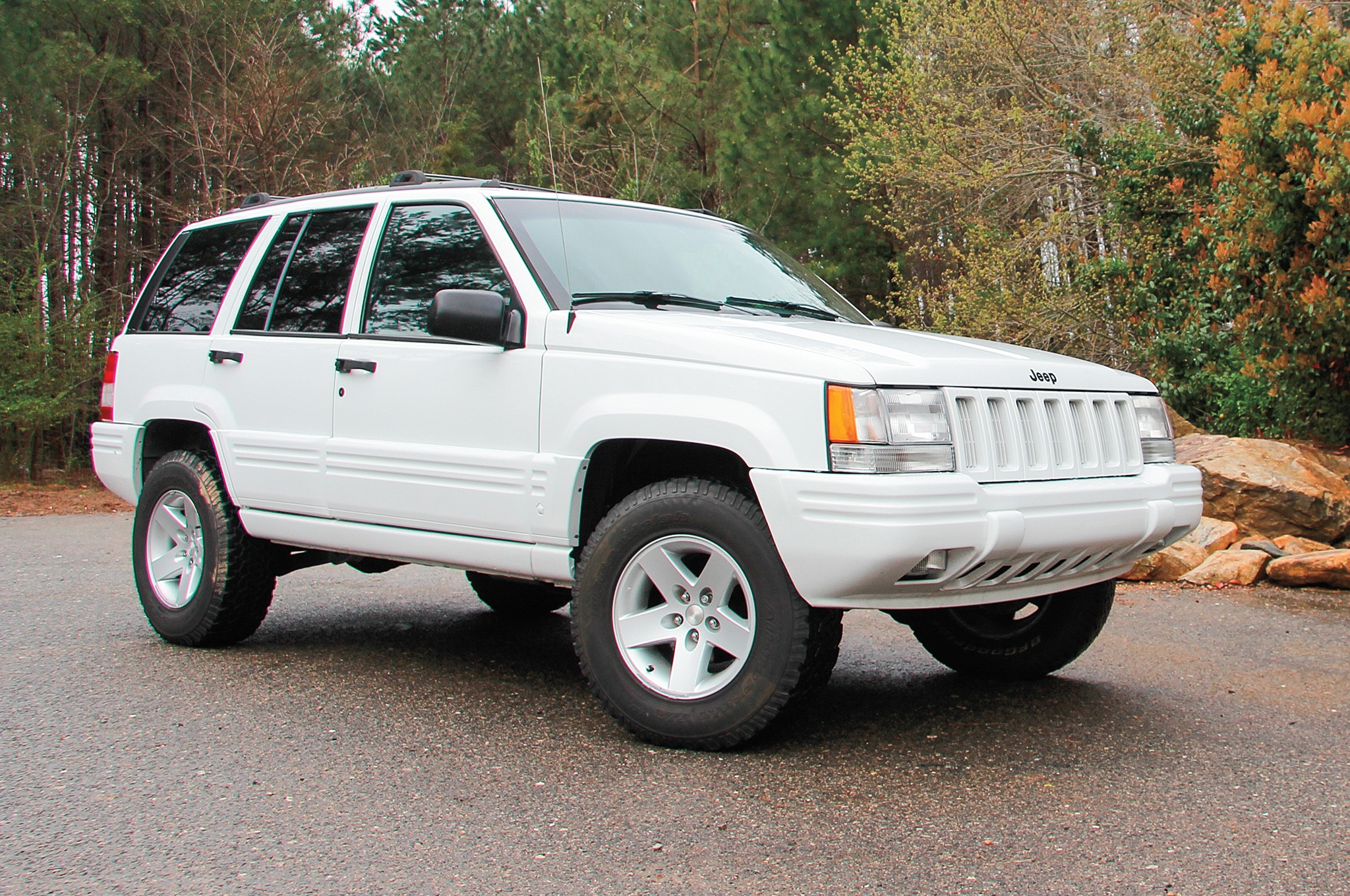 1998 Jeep Grand Cherokee ZJ front three quarter