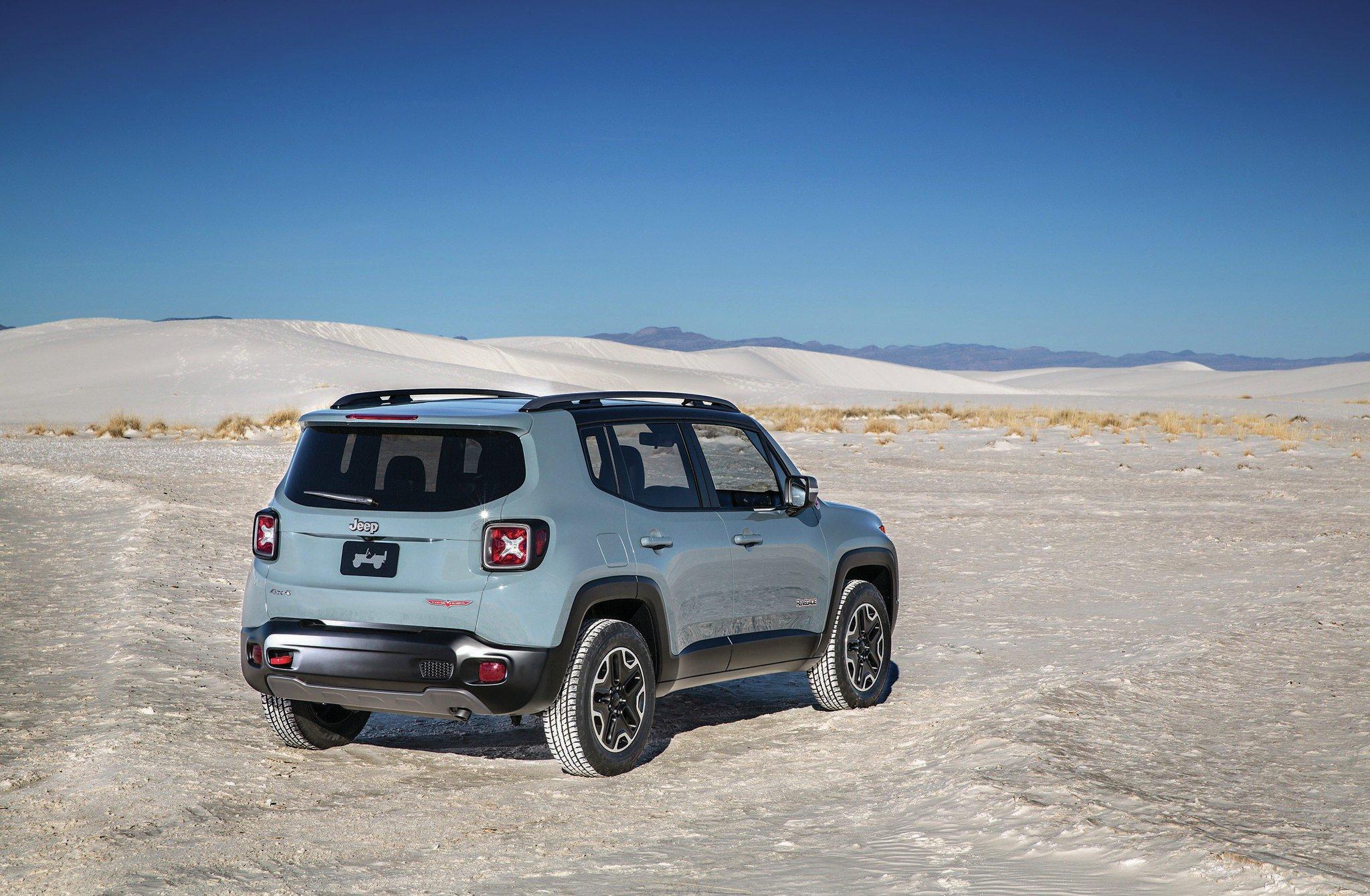 2015 Jeep Renegade rear three quarter