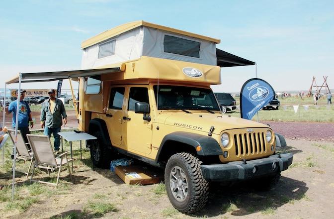 Jeep Camping - Minimalist