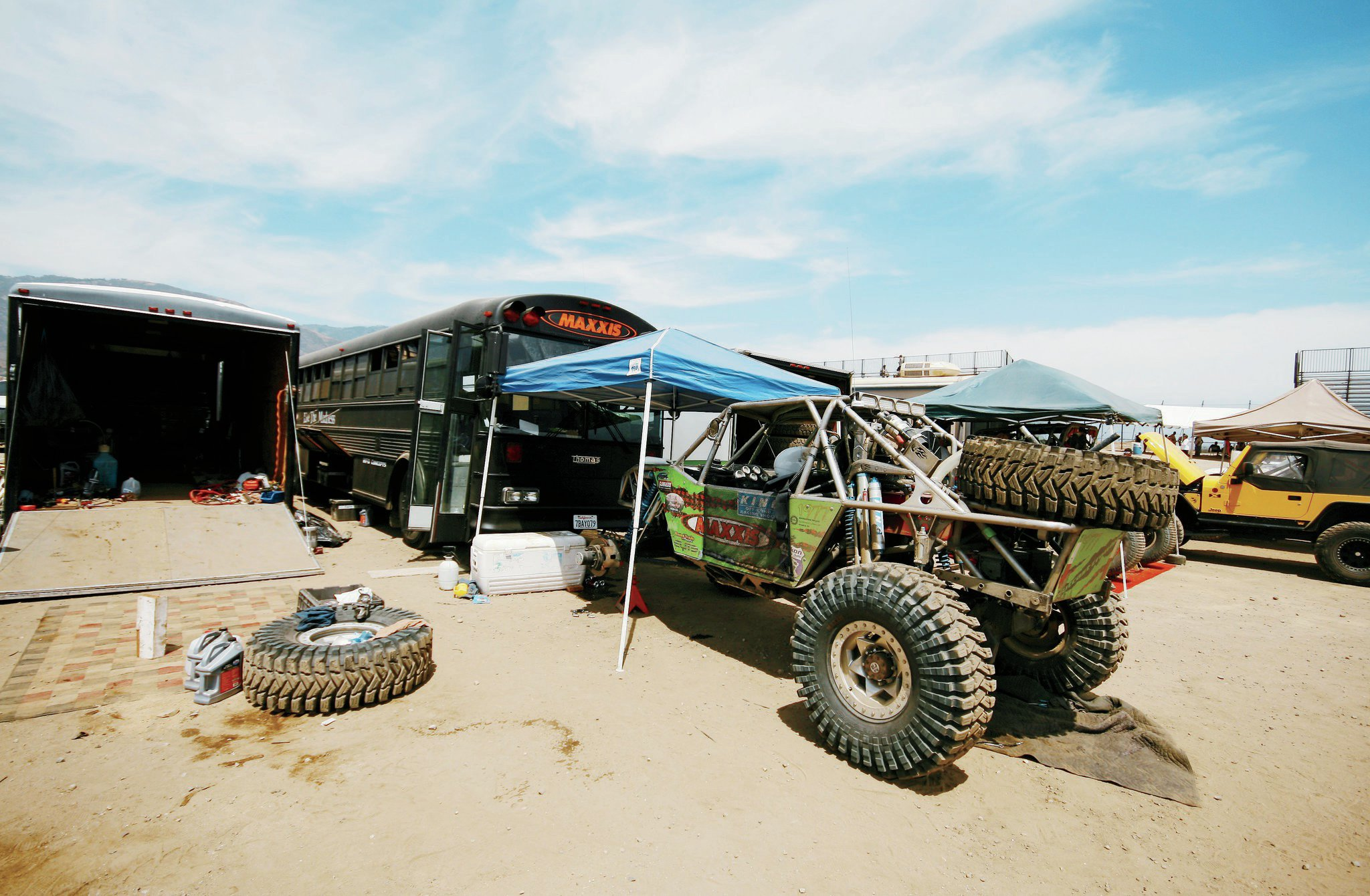 Access is excellent at Glen Helen. Spectators can roam the pits to get tips on vehicle setups and crib custom RV ideas.