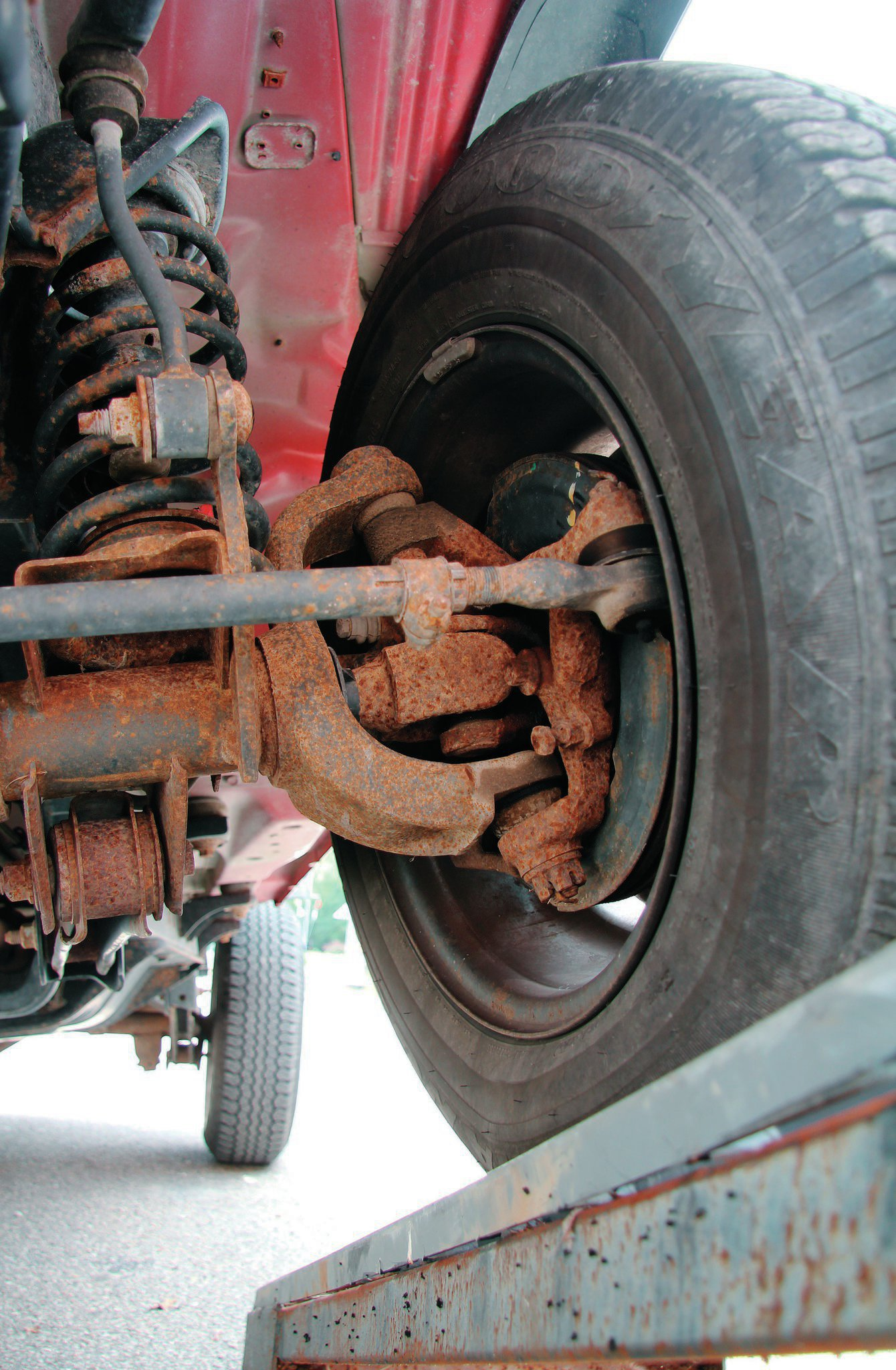 Every TJ, with the exception of the Rubicon, used a low-pinion Dana 30 front axle. Common issues on higher-mileage or wheeled Jeeps tend to be worn axleshaft U-joints and a leaky pinion seal. Both are relatively easy fixes.
