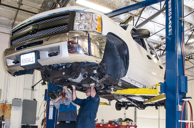 2013 Chevrolet Silverado Rough Country Suspension Install - Roughing It